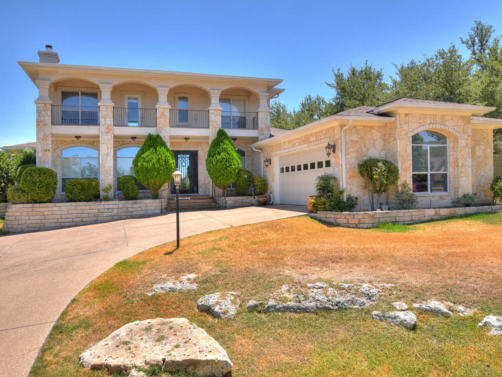 Single Family Home for Sale at Live on the Golf Course 124 Clubhouse Dr Lakeway, Texas, 78734 United States