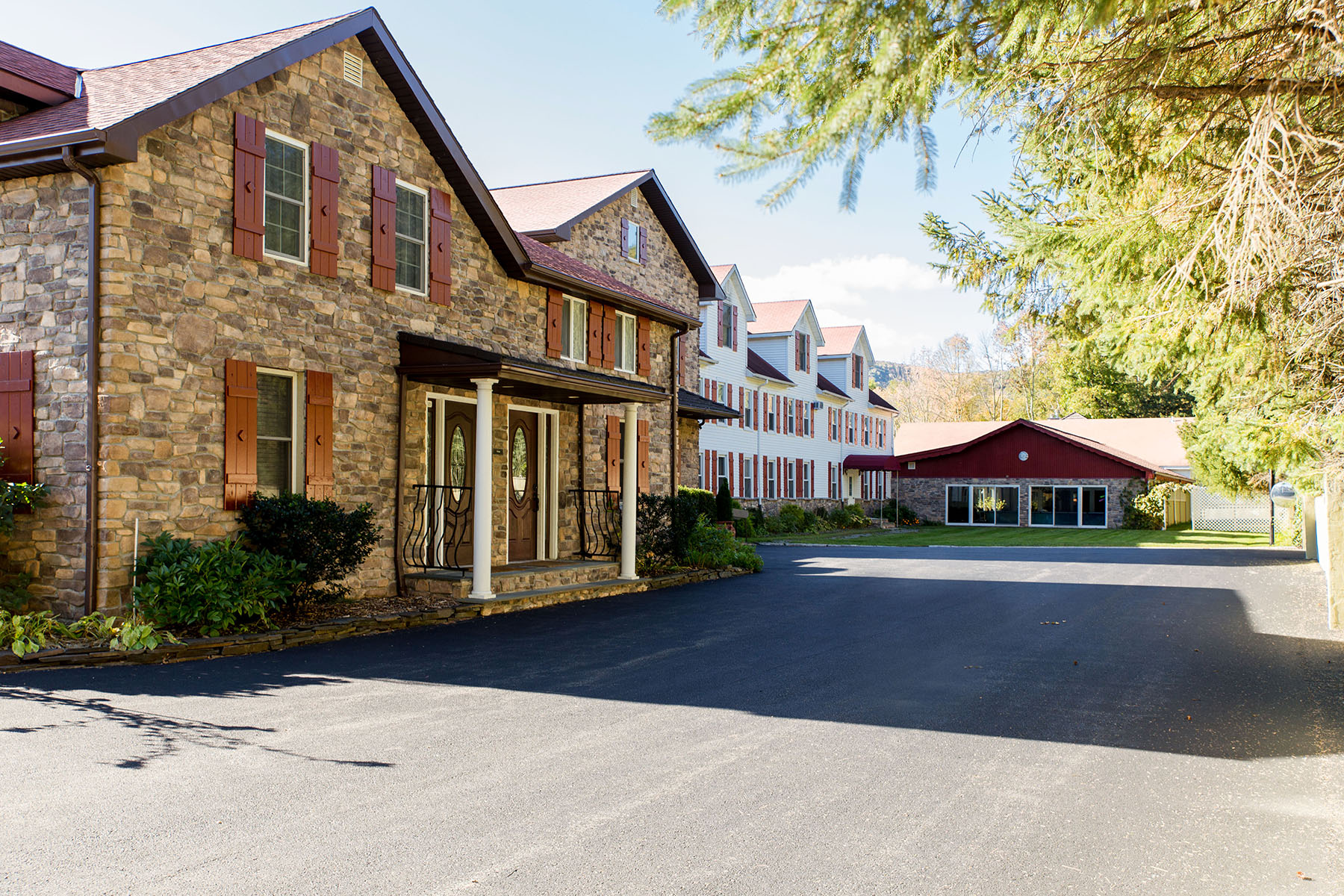 Additional photo for property listing at Copperhood Resort & Spa 7039  State Route 28 Shandaken, Nueva York 12480 Estados Unidos