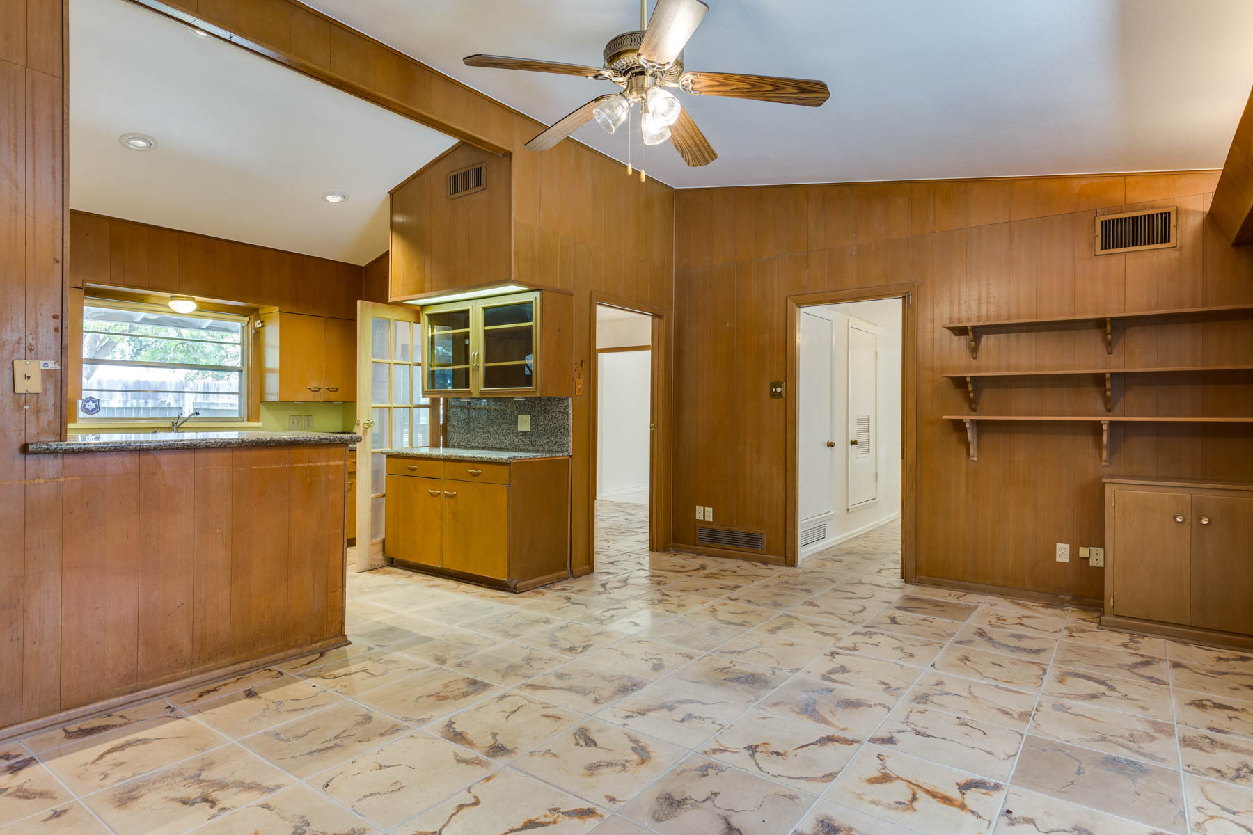 Additional photo for property listing at Spacious Home in Desirebale AHISD 8235 Greenbriar San Antonio, Texas 78209 United States