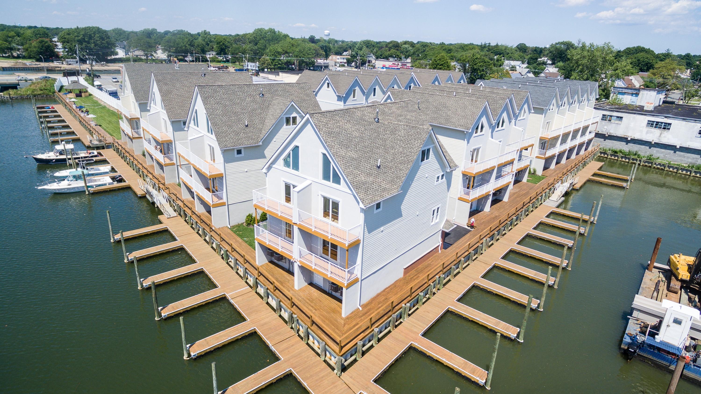 共管式独立产权公寓 为 销售 在 Condo 600 Ray St 5 弗里波特, 纽约州 11520 美国