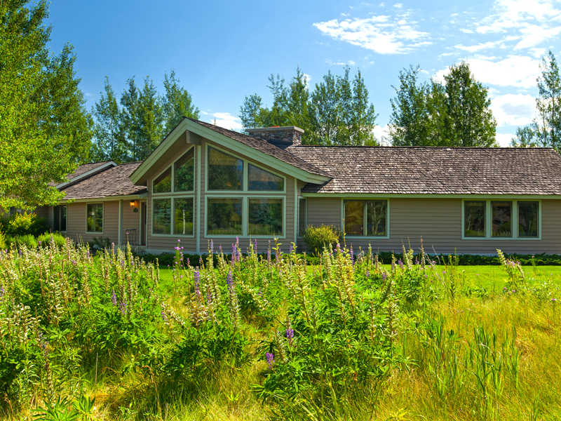 Villa per Vendita alle ore Charming Golf & Tennis Home 6400 N Aspen Drive North Jackson Hole, Wyoming 83001 Stati Uniti