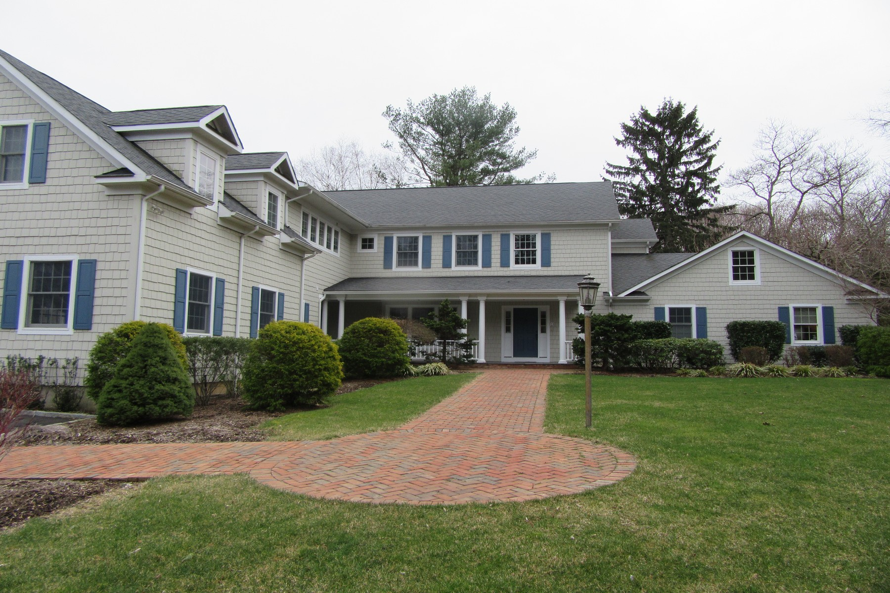 Single Family Home for Sale at Colonial 7 Locust Rd Northport, New York, 11768 United States