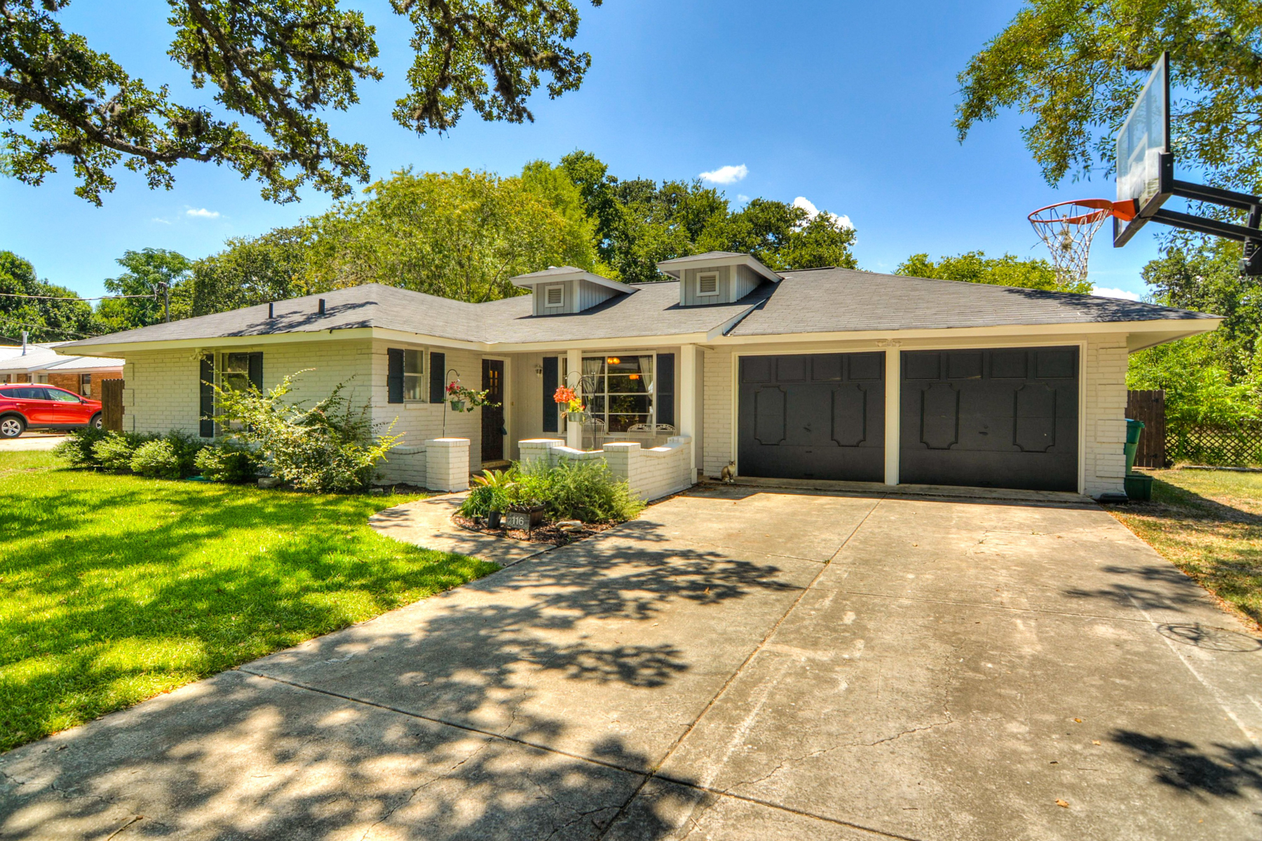 Single Family Home for Sale at Beautiful Gem in Downtown Boerne 116 Roeder Boerne, Texas 78006 United States