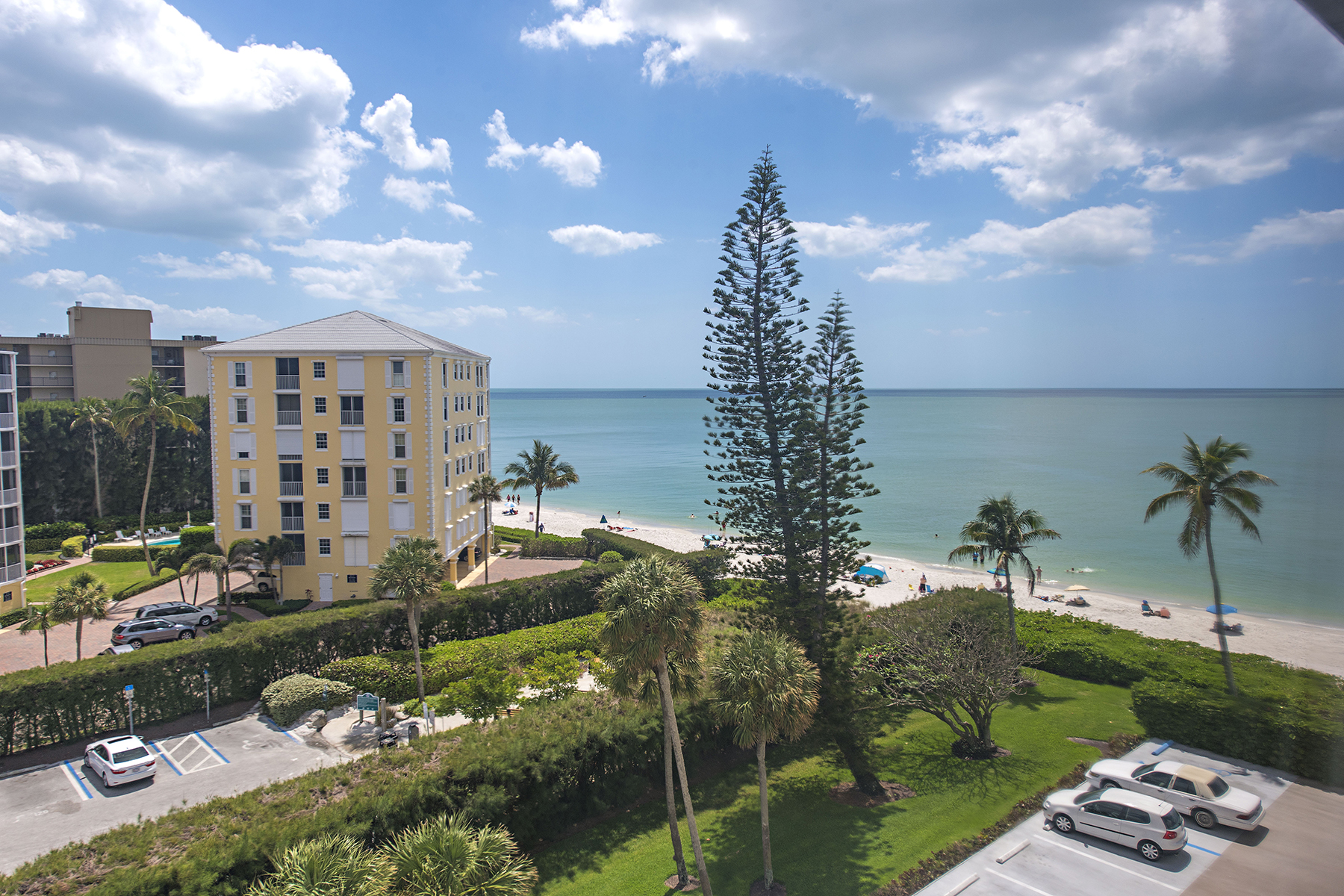 Condominio por un Venta en PARK SHORE - HORIZON HOUSE 3951 Gulf Shore Blvd N 500 Naples, Florida, 34103 Estados Unidos