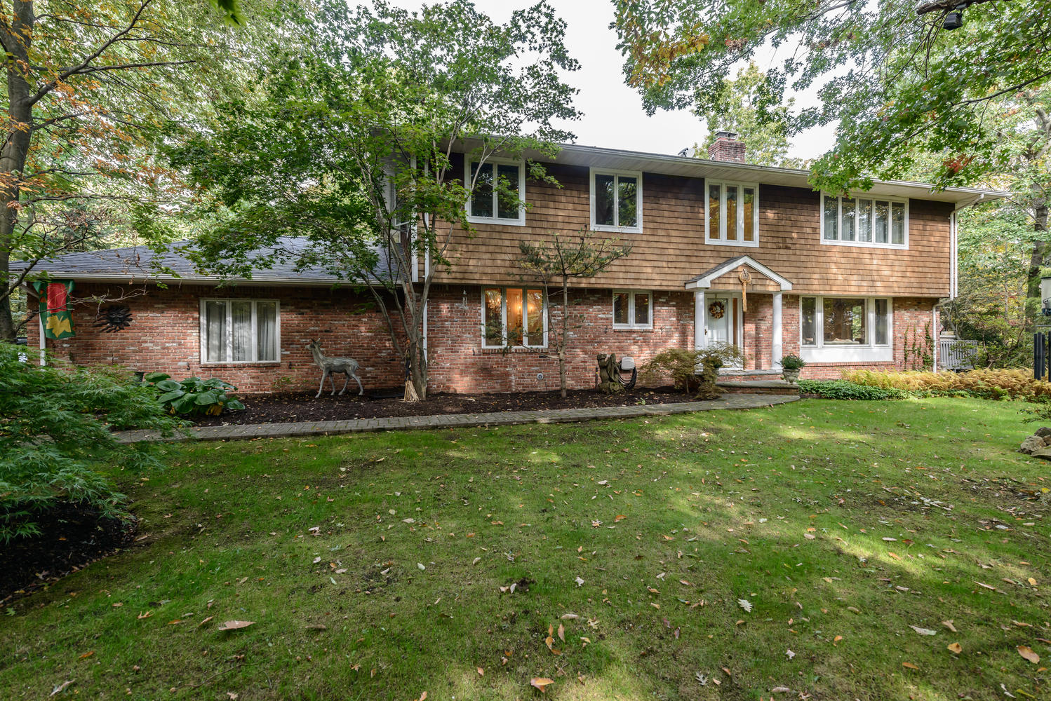 Single Family Home for Sale at Colonial 39 Hilltop Dr Laurel Hollow, New York 11791 United States