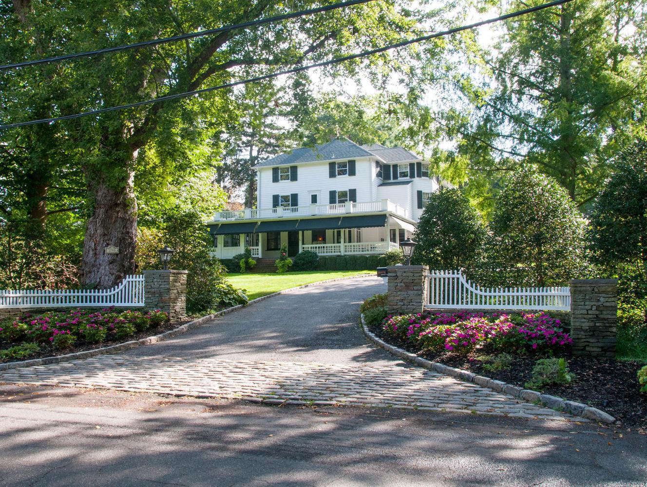 一戸建て のために 売買 アット Colonial 290 Vineyard Rd Huntington Bay, ニューヨーク, 11743 アメリカ合衆国