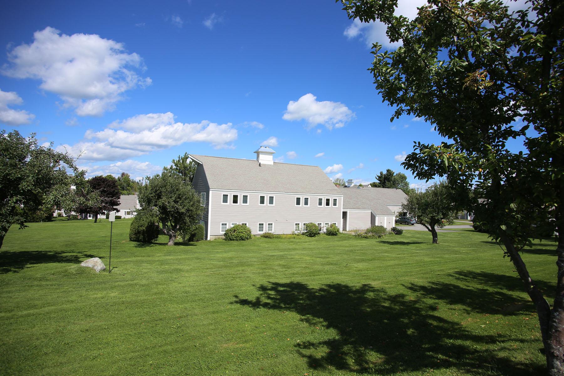 Condominio per Vendita alle ore Hilltop Place 26 Hilltop Pl New London, New Hampshire 03257 Stati Uniti