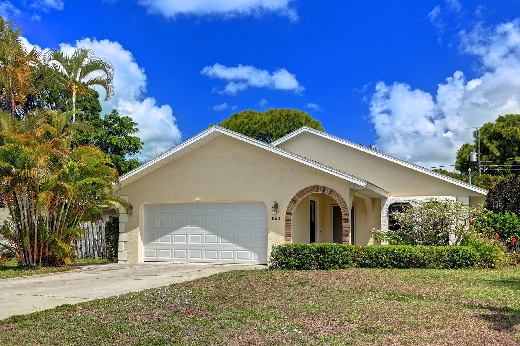 独户住宅 为 销售 在 NAPLES PARK 851 92nd Ave N Naples, 佛罗里达州 34108 美国