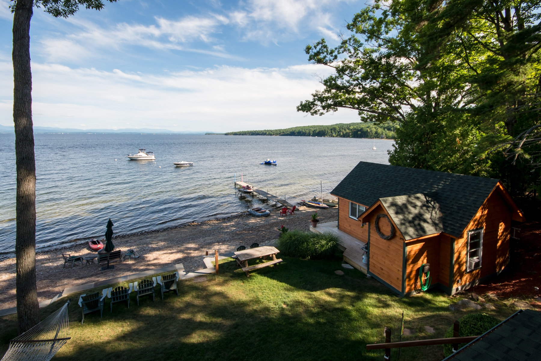 Additional photo for property listing at Lake Champlain Waterfront Home 6  Pill Row Keeseville, Nueva York 12944 Estados Unidos