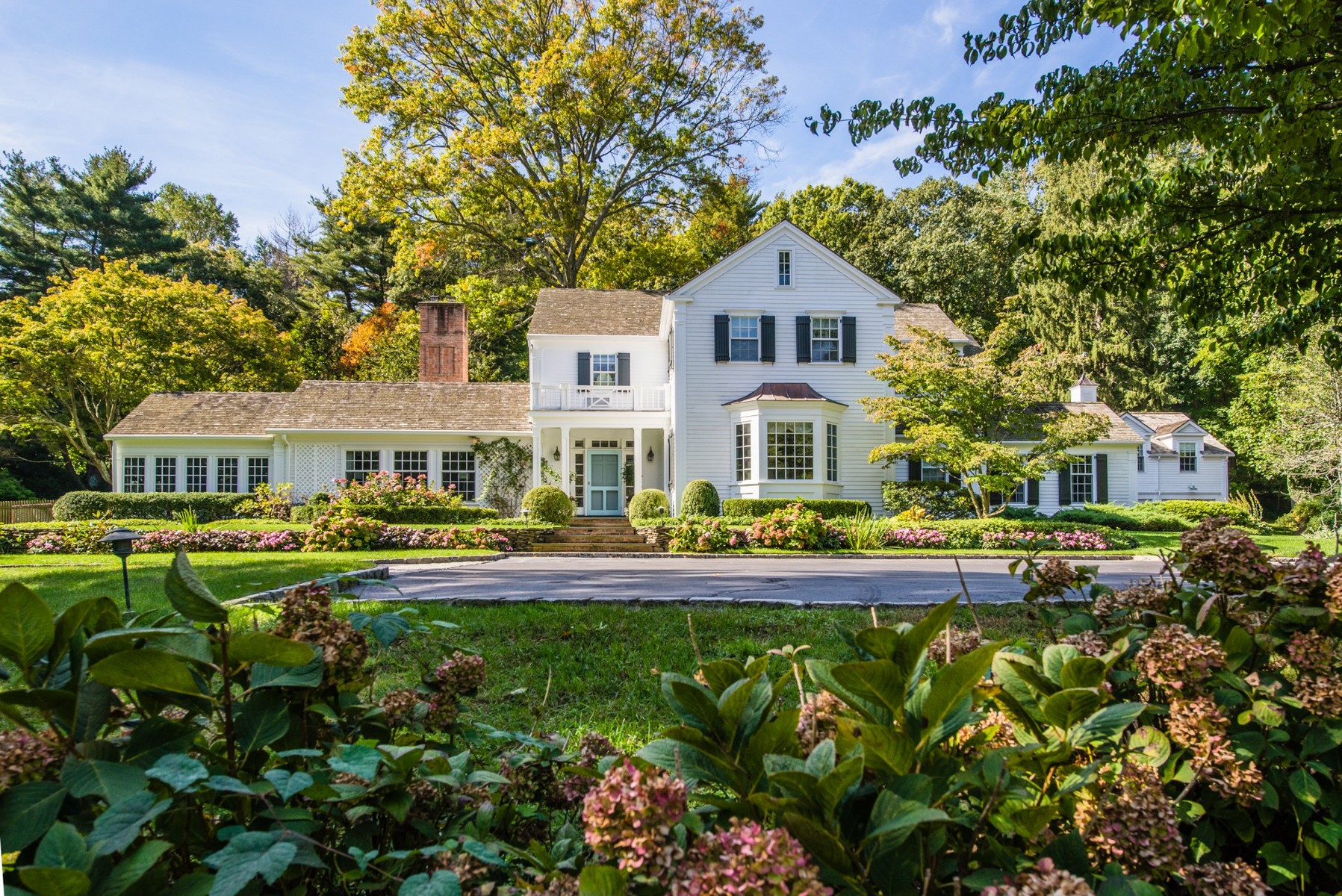 Single Family Home for Sale at Colonial 376 Oyster Bay Rd Matinecock, New York, 11560 United States