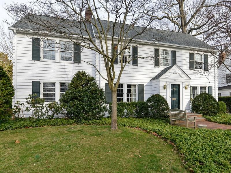 一戸建て のために 売買 アット Colonial Manhasset, ニューヨーク 11030 アメリカ合衆国