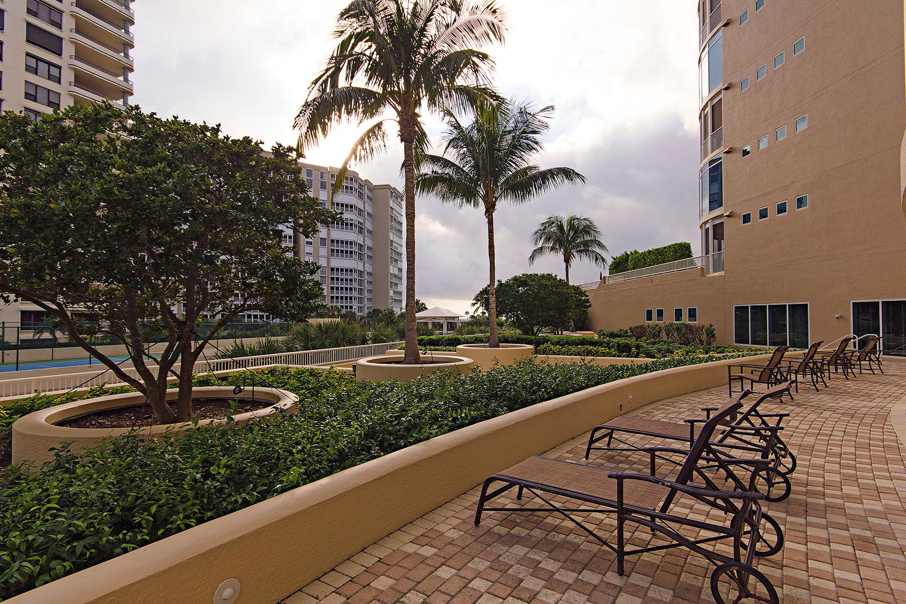 Condomínio para Venda às PARK SHORE - ARIA 4501 Gulf Shore Blvd Blvd N 301 Naples, Florida, 34103 Estados Unidos