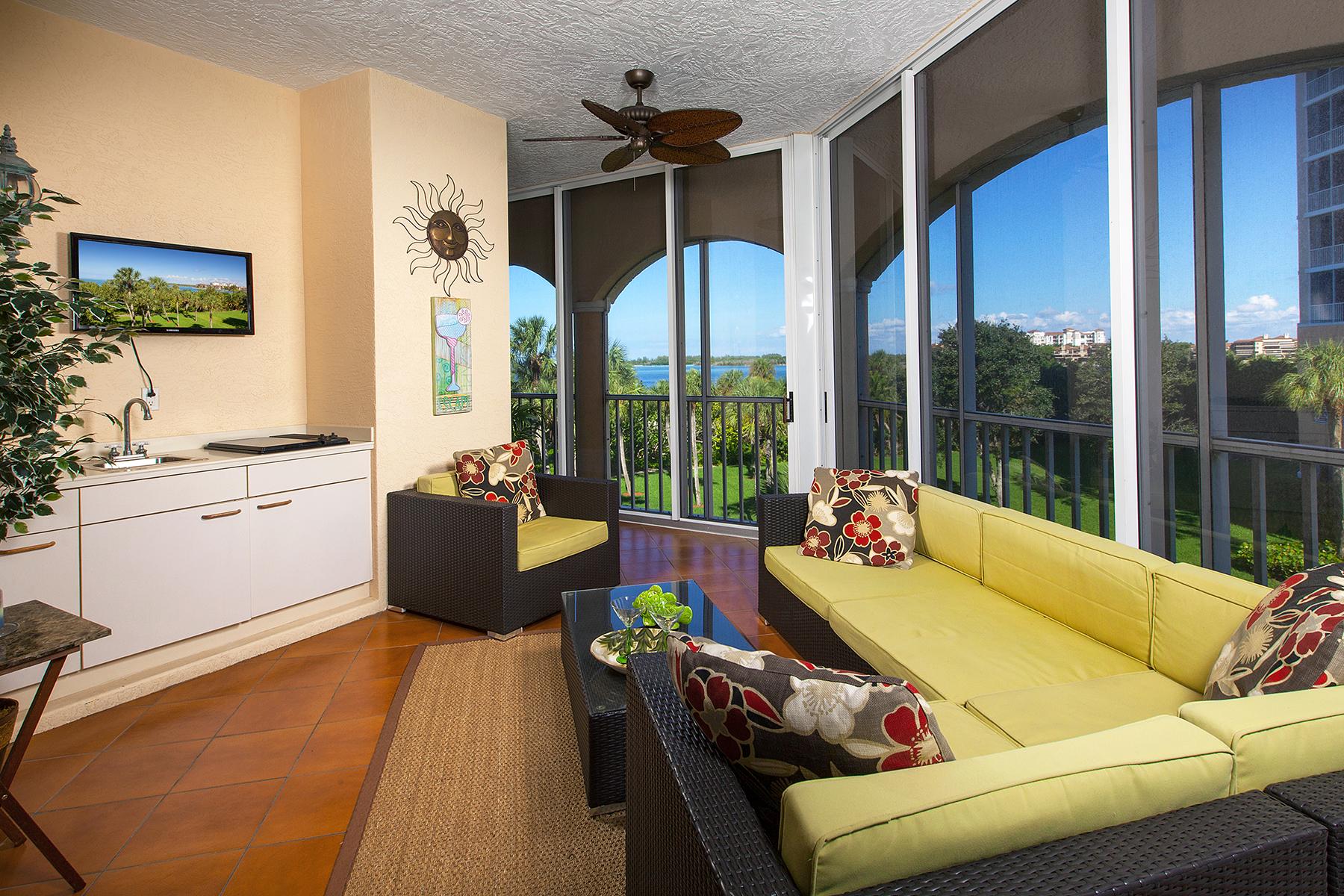 Appartement en copropriété pour l Vente à HIDEAWAY BEACH - ROYAL MARCO POINT 3000 Royal Marco Way 321 Marco Island, Florida, 34145 États-Unis