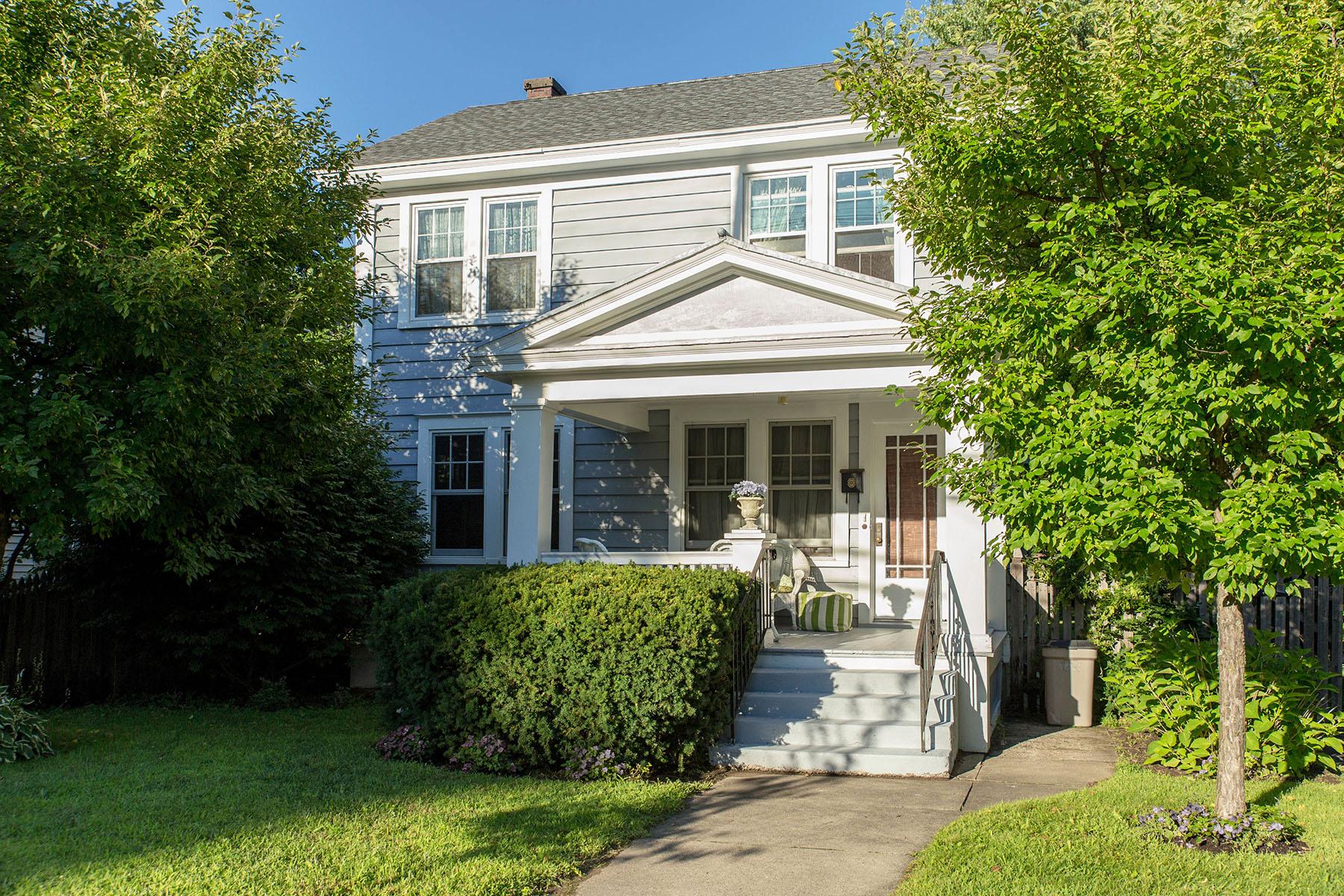独户住宅 为 销售 在 East Side Saratoga Springs Home 200 East Av 萨拉托贾斯普林斯, 纽约州 12866 美国