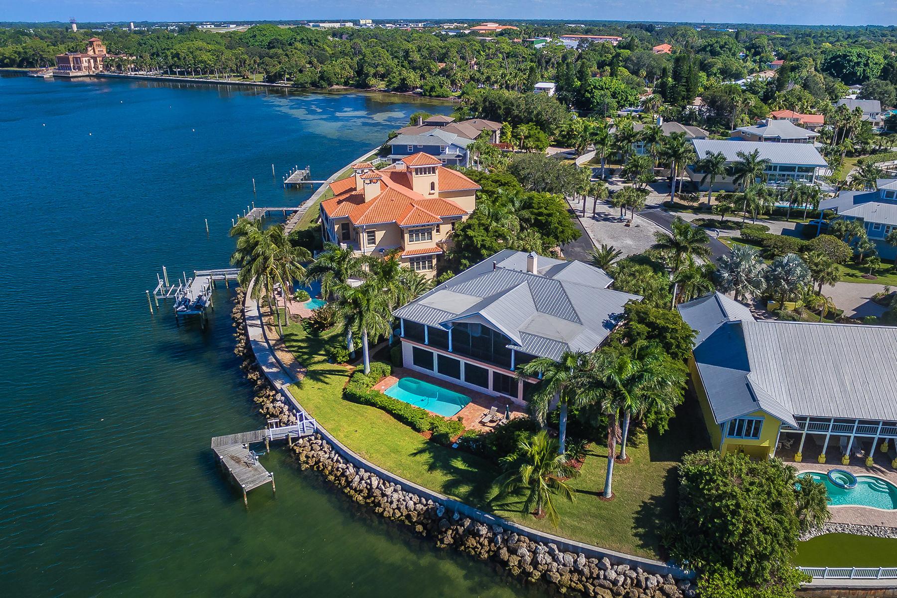 Maison unifamiliale pour l Vente à SAPPHIRE SHORES 305 Ringling Point Dr Sarasota, Florida, 34234 États-Unis