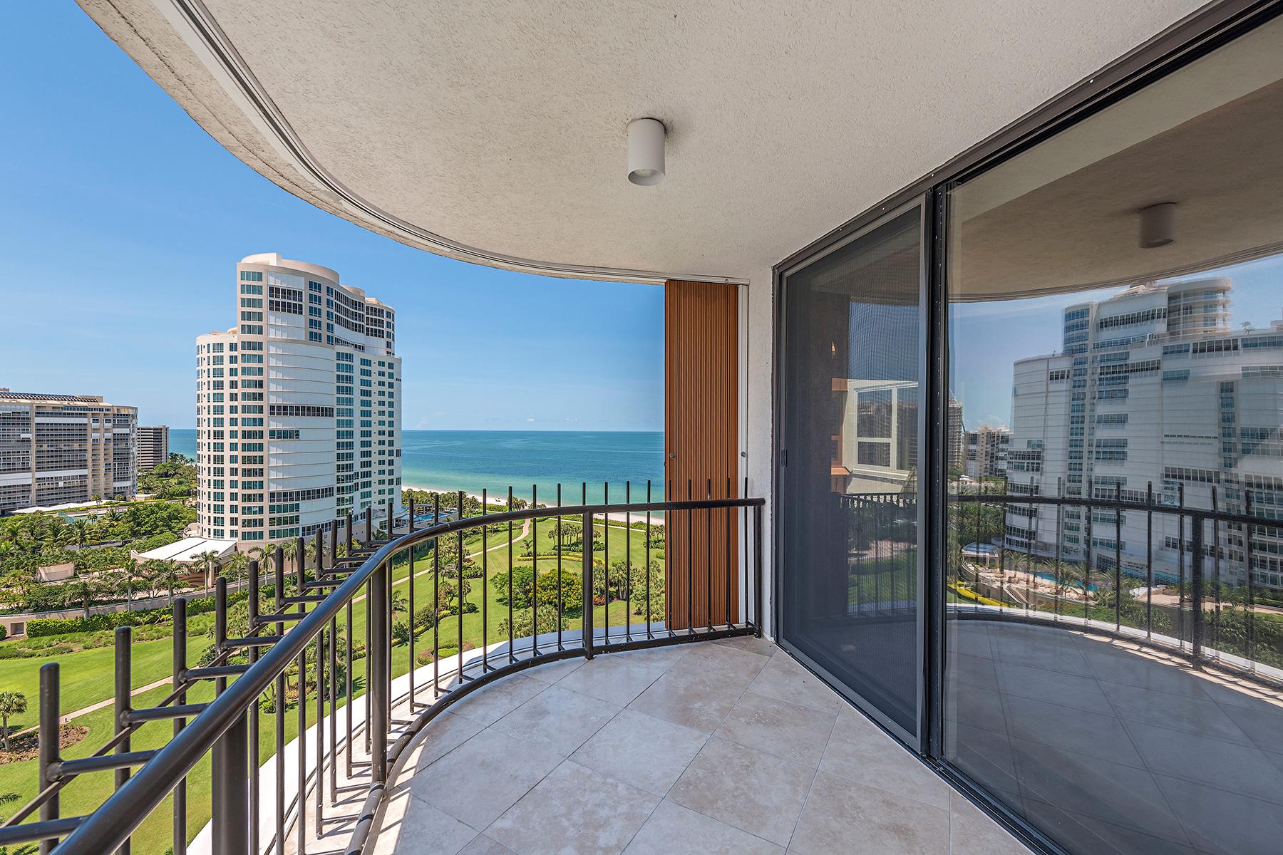 Condominio por un Venta en PARK SHORE - PARK SHORE TOWER 4251 Gulf Shore Blvd N 17B Naples, Florida, 34103 Estados Unidos