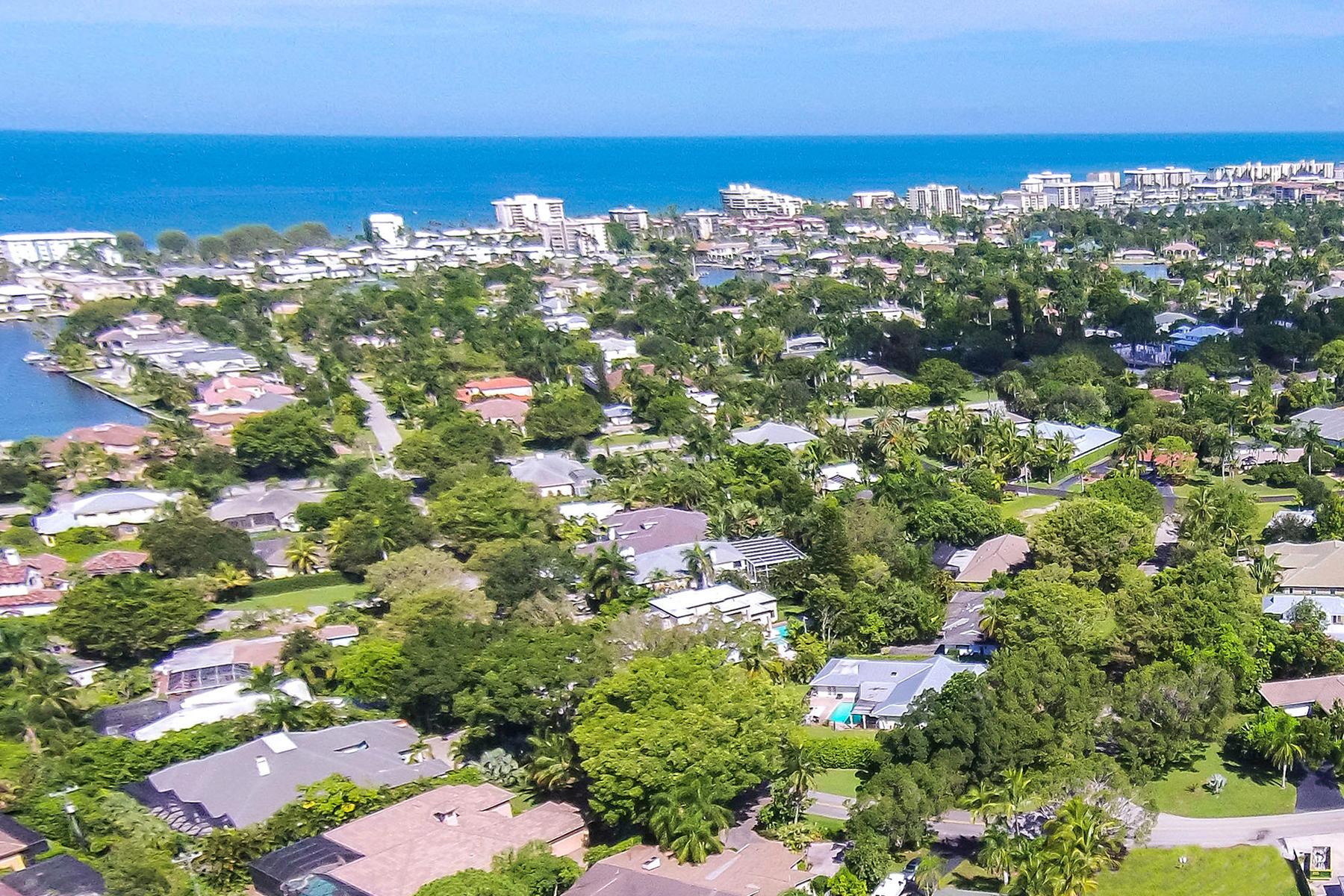 Vivienda unifamiliar por un Venta en MOORINGS 3020 Crayton Rd Naples, Florida, 34103 Estados Unidos