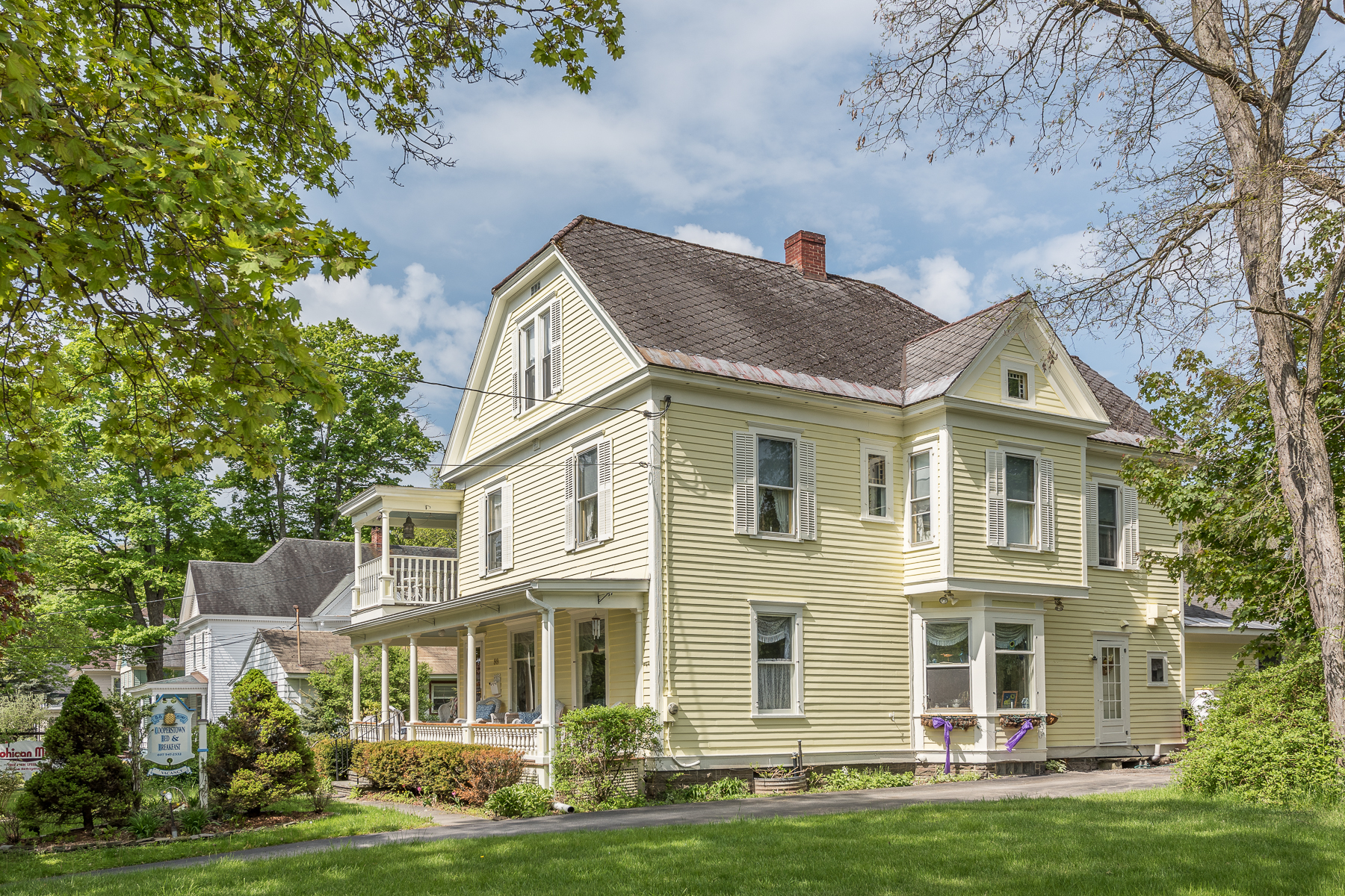 Additional photo for property listing at Victorian Gem in the Heart of Cooperstown 88  Chestnut St Cooperstown, New York 13326 États-Unis
