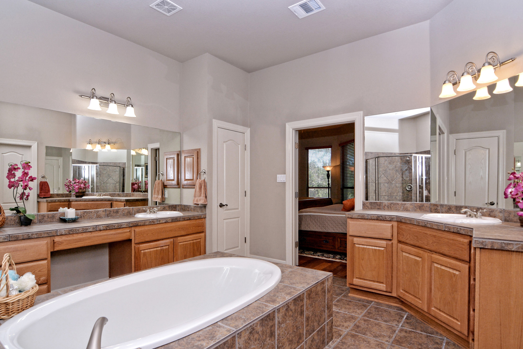 Additional photo for property listing at Gorgeous Home in Cavalo Creek Estates 21502 Roan Chase San Antonio, Texas 78259 United States