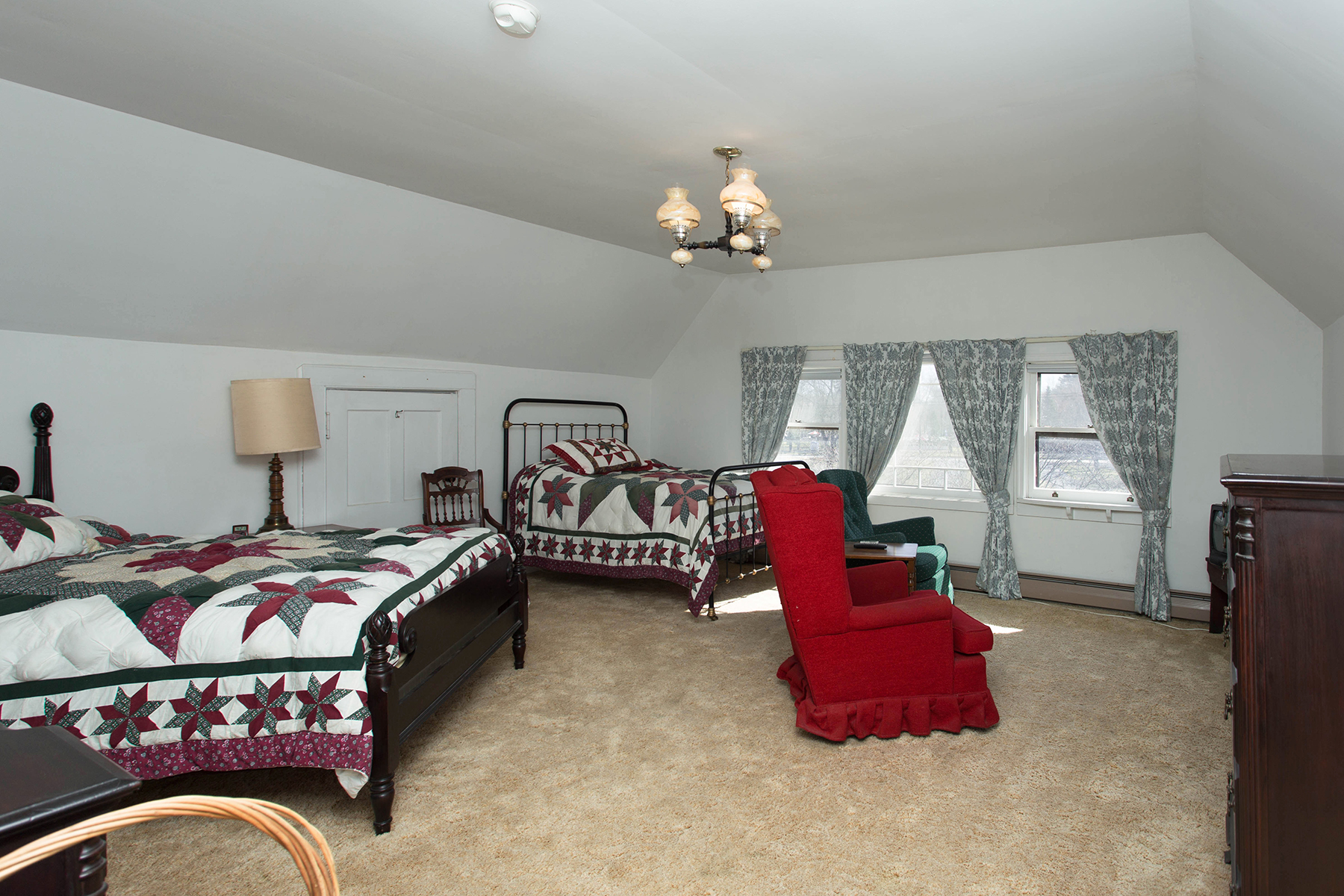 Additional photo for property listing at Exquisite Saratoga Trackside Victorian 203  Union Av Saratoga Springs, New York 12866 United States