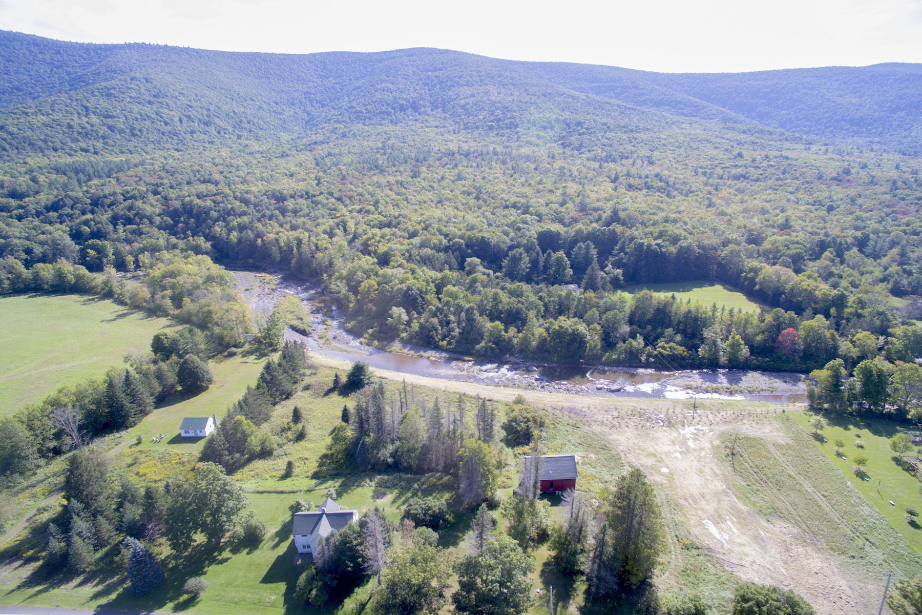 Additional photo for property listing at Farm House With Incredible View of Schoharie Creek 9093  Route 23a Jewett, New York 12444 États-Unis