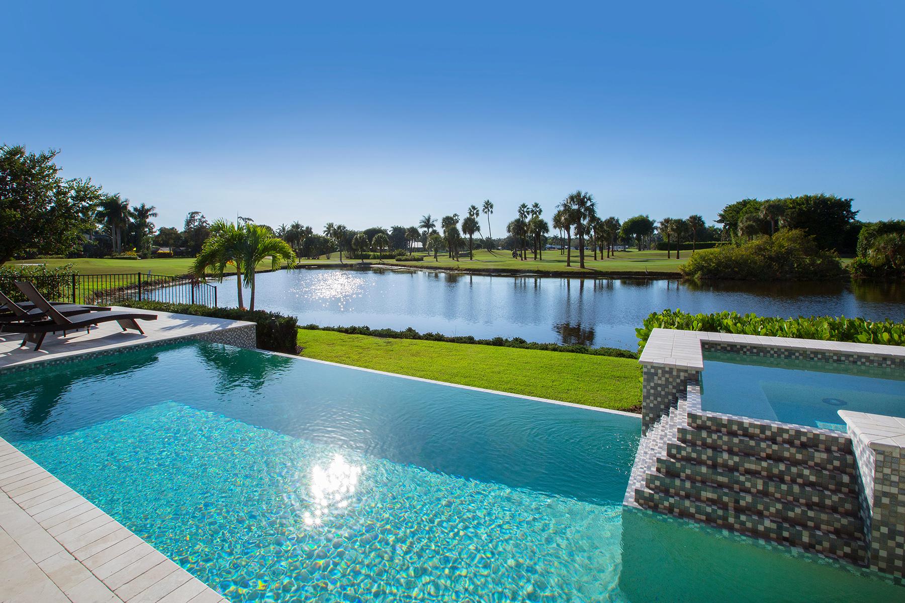 Casa para uma família para Venda às MOORINGS 825 Wedge Dr Naples, Florida, 34103 Estados Unidos