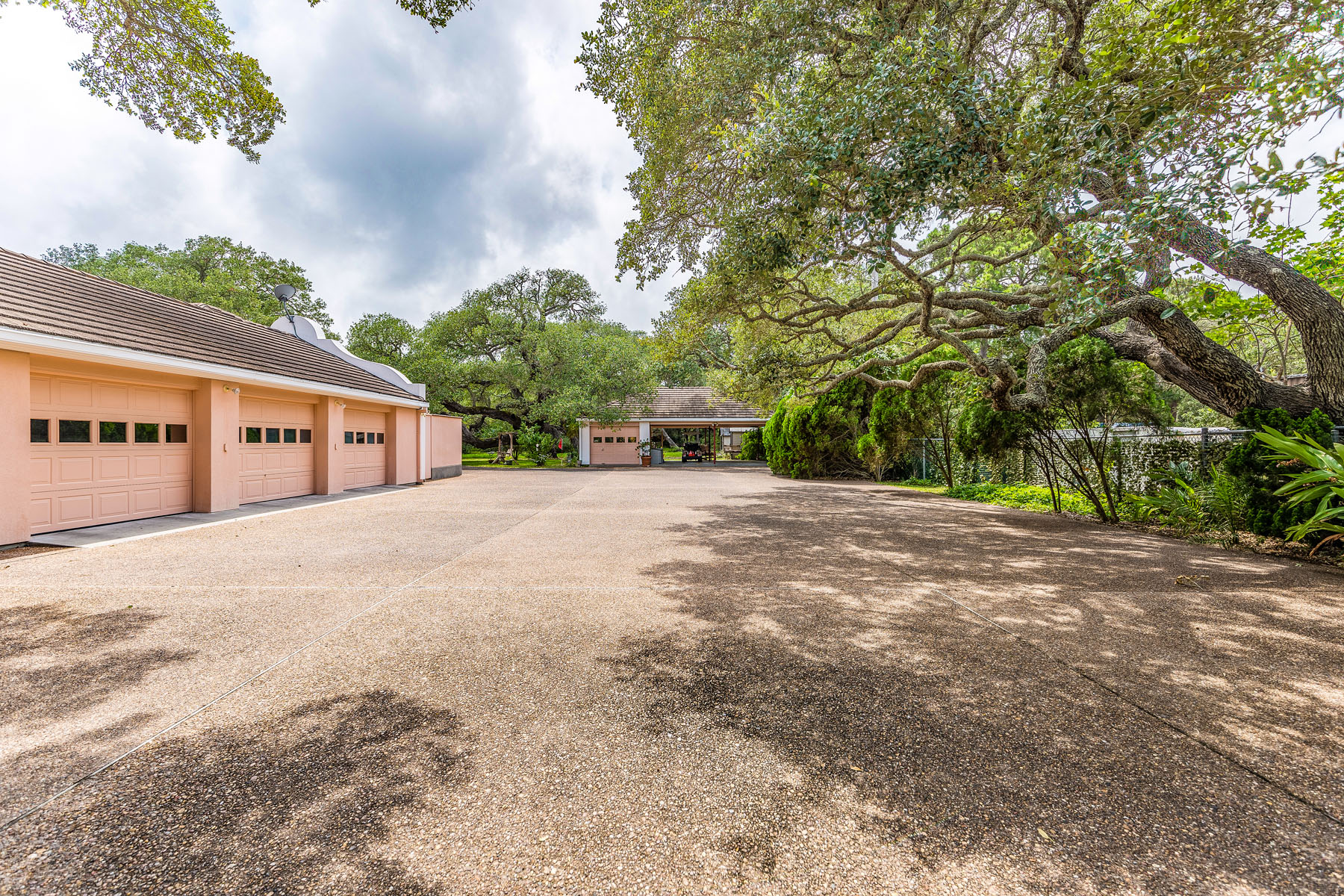 Additional photo for property listing at Villa Maria Estate 2114 Lakeview Dr Rockport, Texas 78382 Estados Unidos