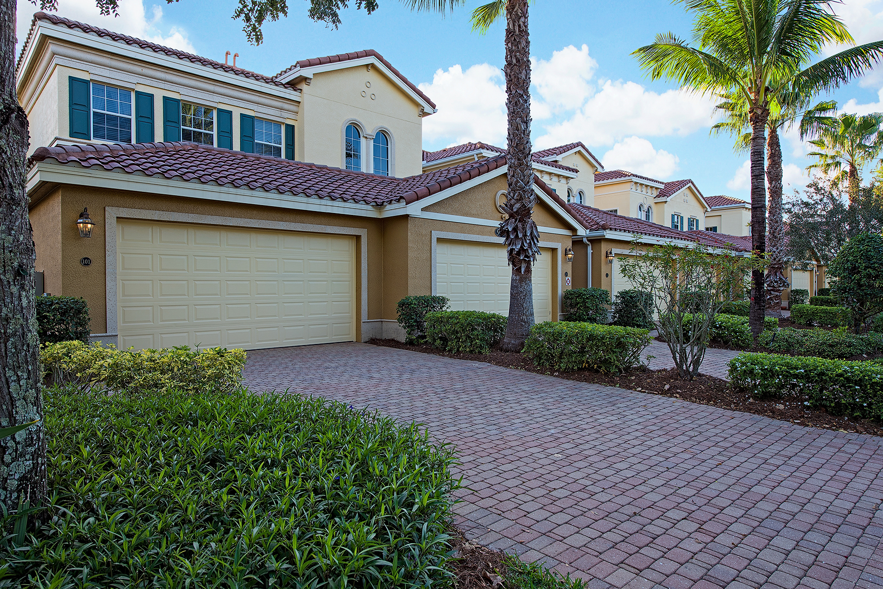 Condominio por un Venta en FIDDLER'S CREEK - LAGUNA 9271 Museo Cir 101 Naples, Florida, 34114 Estados Unidos