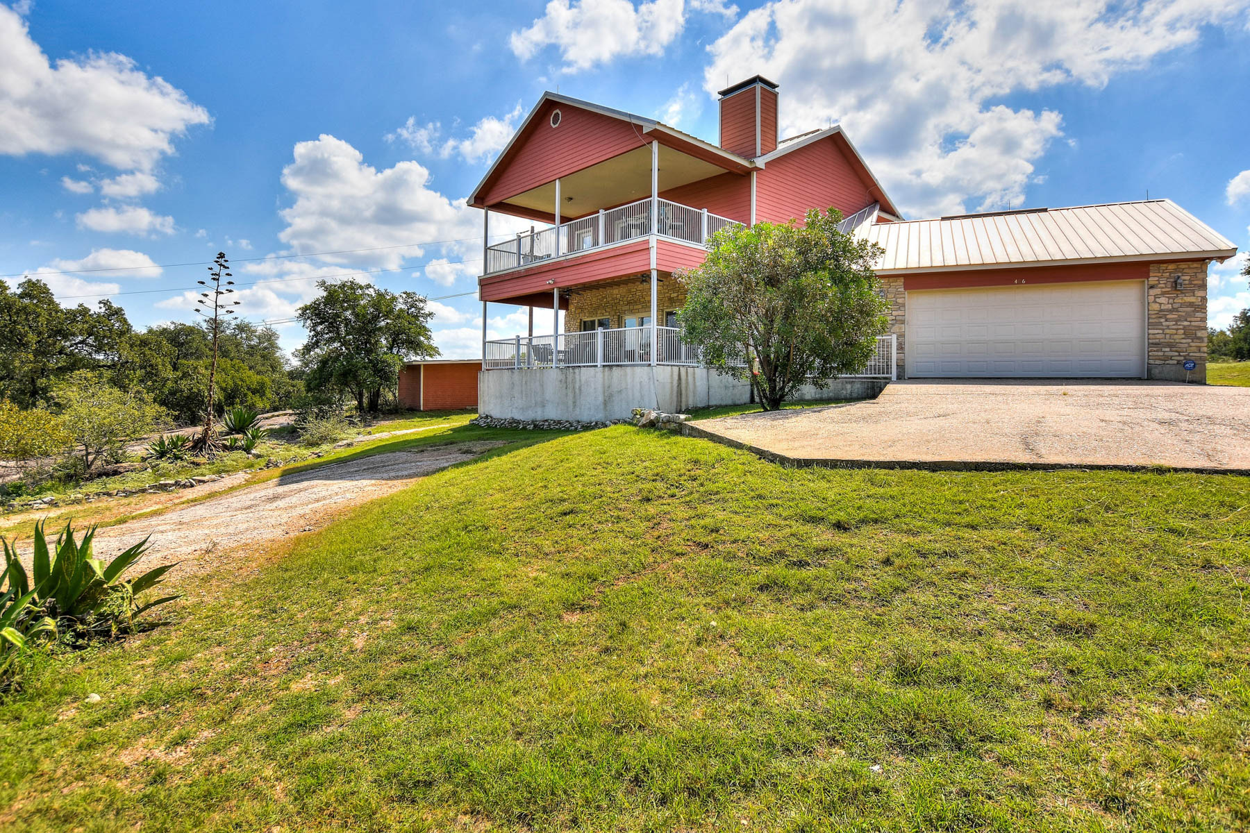 Additional photo for property listing at Great Waterfront Home on Lake LBJ 406 N Lake Dr Granite Shoals, Texas 78654 Estados Unidos