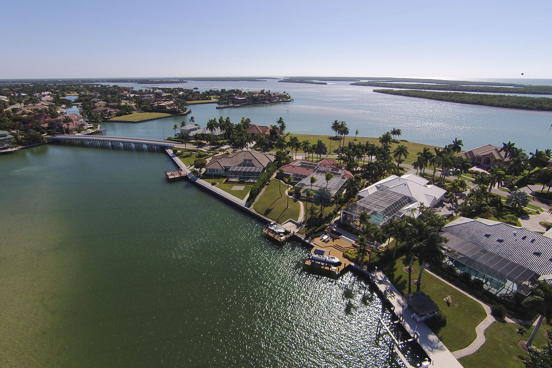 Maison unifamiliale pour l Vente à MARCO ISLAND - CAXAMBAS COURT 1470 Caxambas Ct Marco Island, Florida, 34145 États-Unis