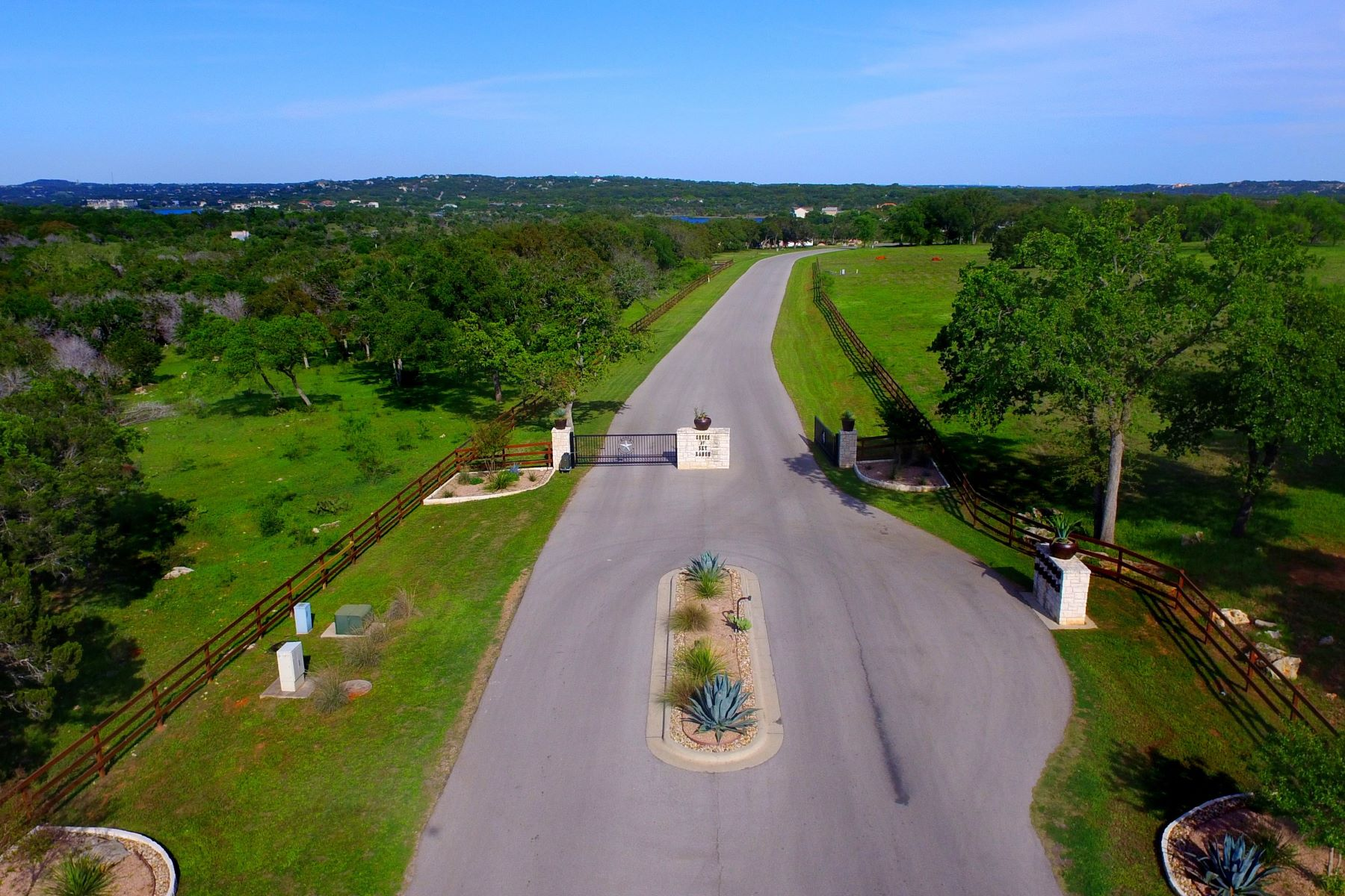 Additional photo for property listing at Beautiful Lot in a Tranquil Community 22709 Mary Nell Ln Spicewood, Texas 78669 United States