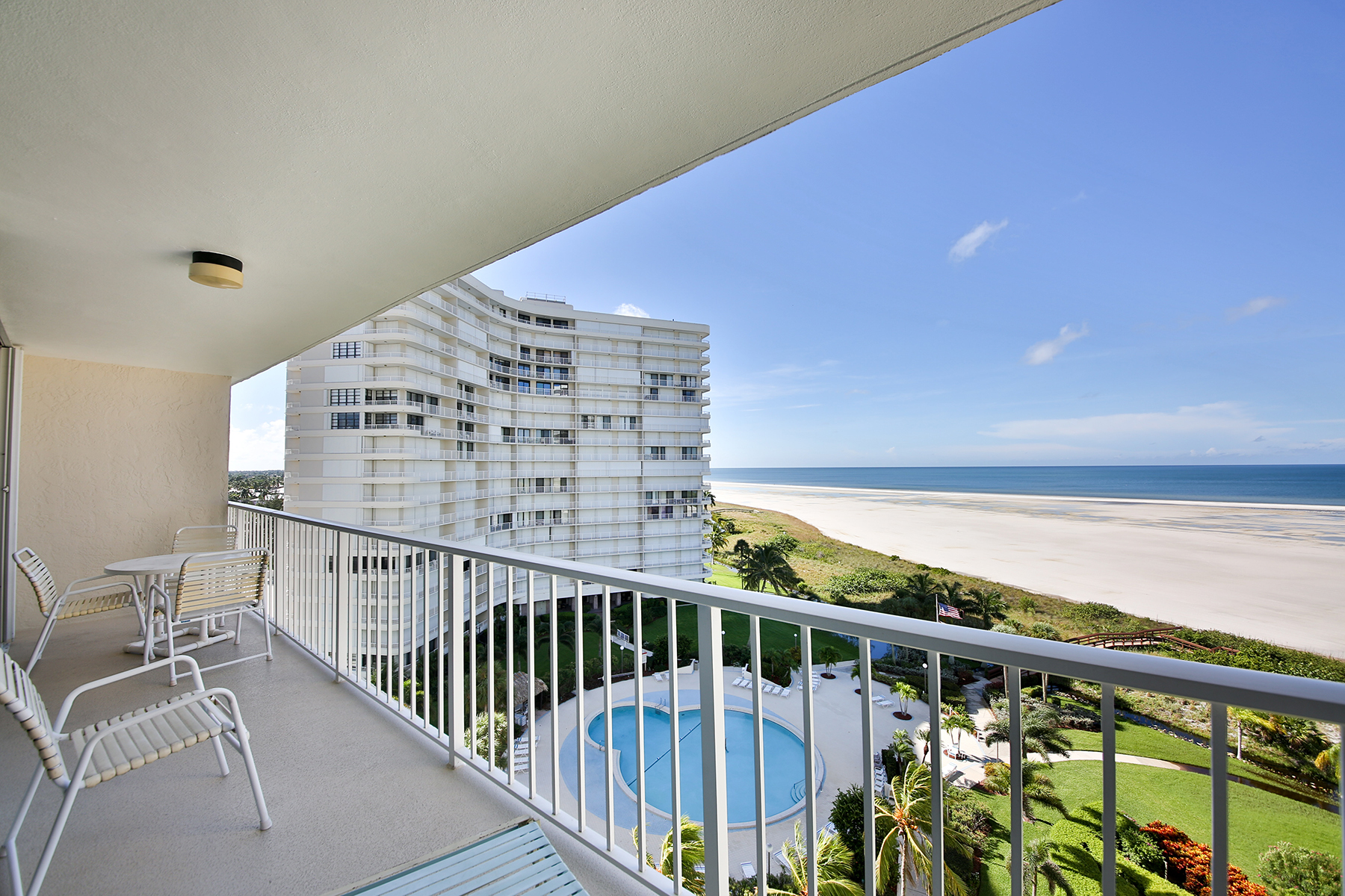 Condominio por un Venta en MARCO ISLAND - SOUTH SEAS 320 Seaview Ct 905 Marco Island, Florida, 34145 Estados Unidos