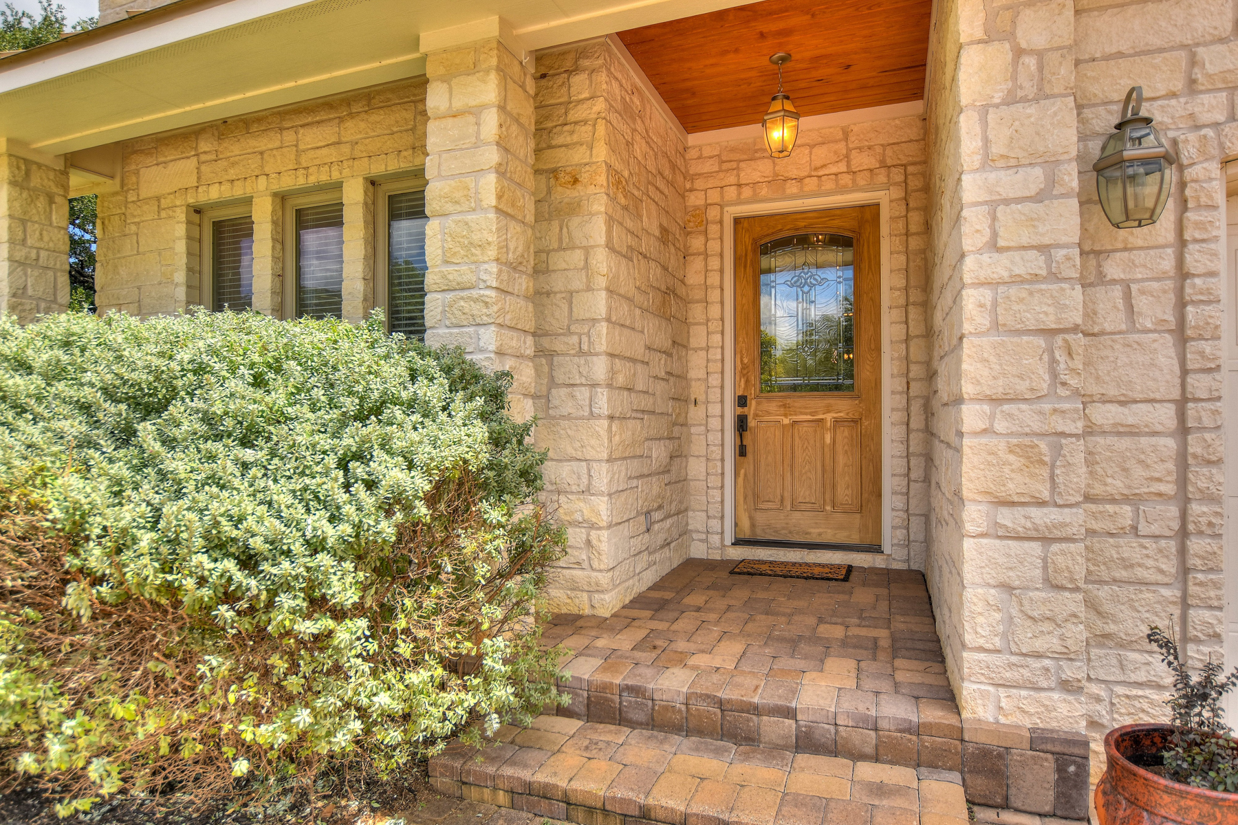 Additional photo for property listing at Beautiful Home in Horseshoe Bay West 3504 Douglas Dr Horseshoe Bay, Texas 78657 United States