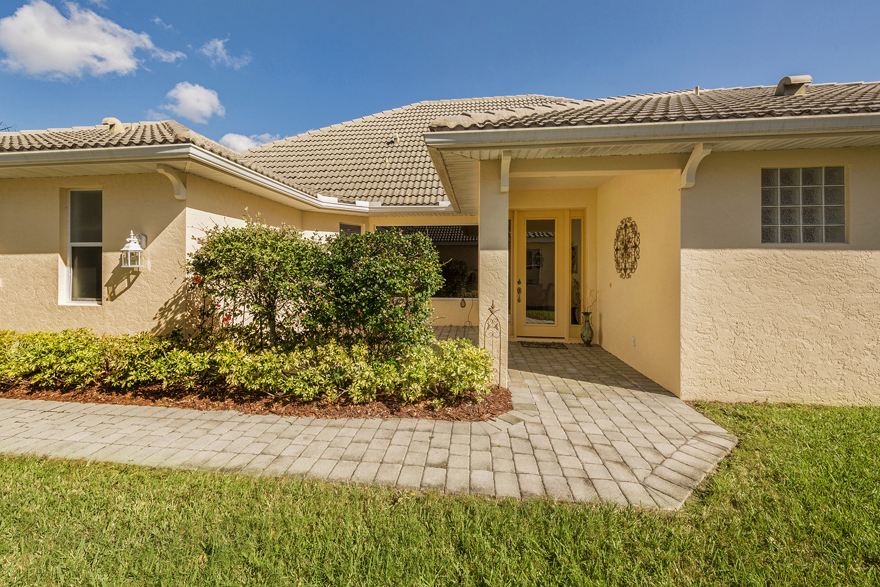Townhouse for Sale at TALON BAY 8661 Hawk Nest Ln North Port, Florida, 34287 United States