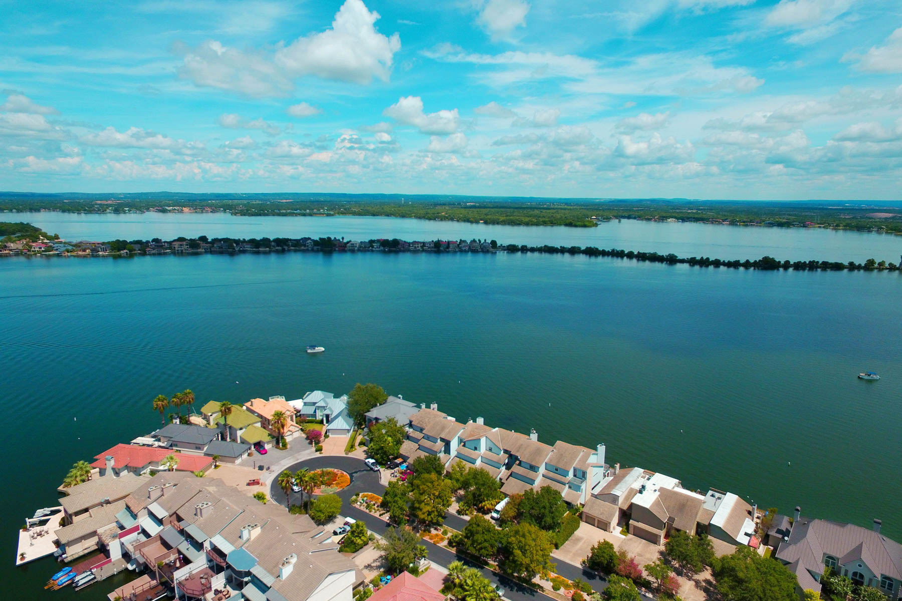 Casa unifamiliar adosada (Townhouse) por un Venta en Lake LBJ Waterfront Townhouse on The Cape 1301 The Cape 3 Horseshoe Bay, Texas 78657 Estados Unidos