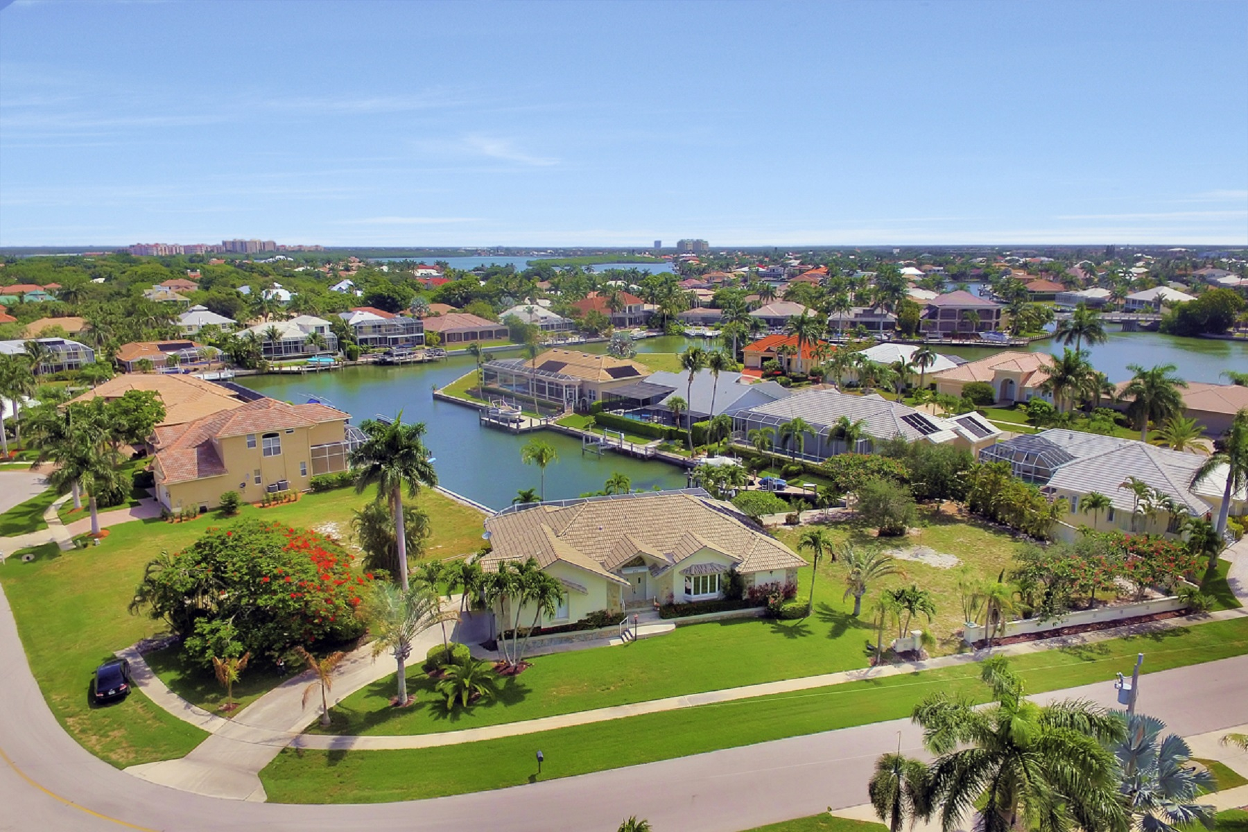 Maison unifamiliale pour l Vente à MARCO ISLAND - COTTAGE COURT 370 Cottage Ct Marco Island, Florida, 34145 États-Unis