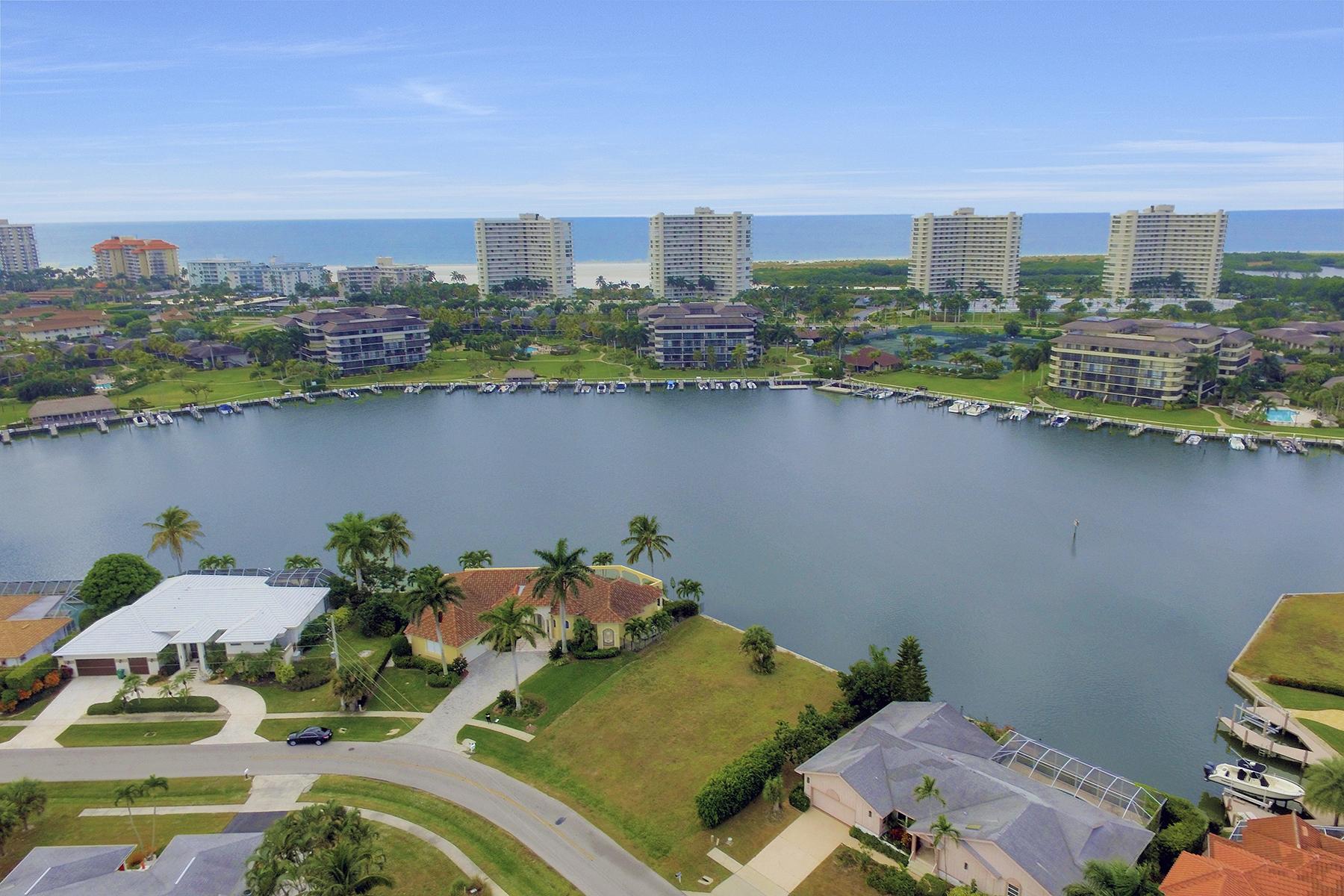 Terrain pour l Vente à MARCO ISLAND - CENTURY DRIVE 390 Century Dr Marco Island, Florida, 34145 États-Unis