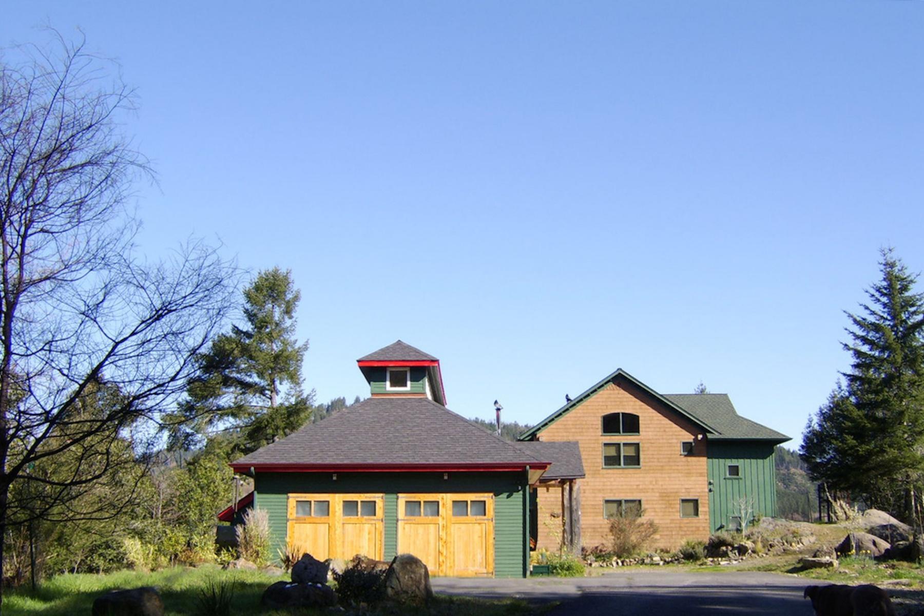 Maison unifamiliale pour l Vente à 16755 SALMONBERRY RD, BROOKINGS Brookings, Oregon 97415 États-Unis