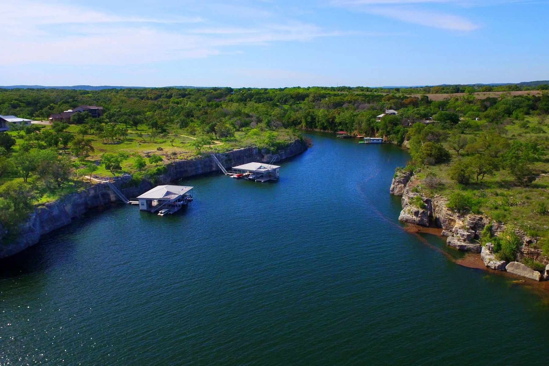 Terrain pour l Vente à Beautiful Lot in a Tranquil Community 22709 Mary Nell Ln Spicewood, Texas, 78669 États-Unis