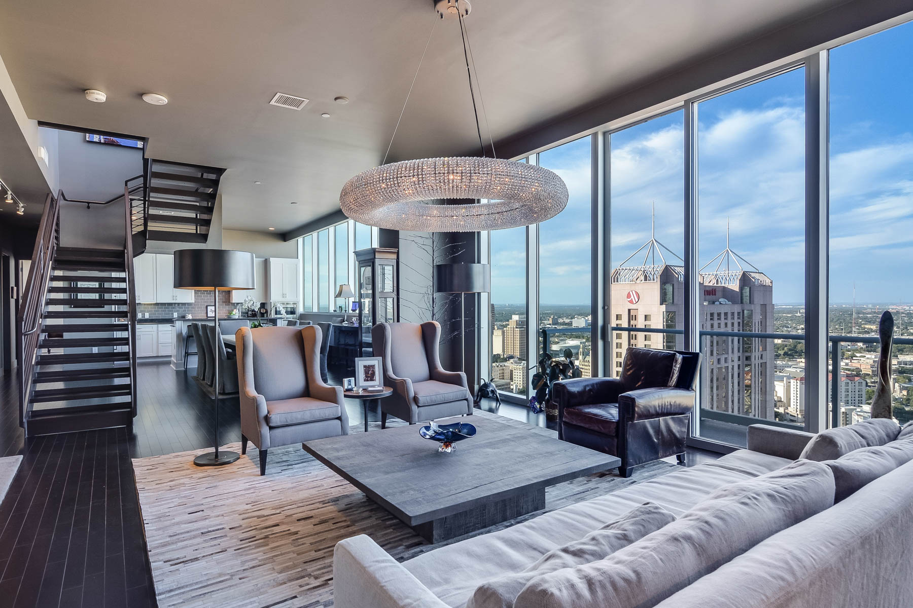 Piso por un Venta en Flawless Penthouse with San Antonio Skyline Views 610 E Market St 3306 Alteza, San Antonio, Texas, 78205 Estados Unidos