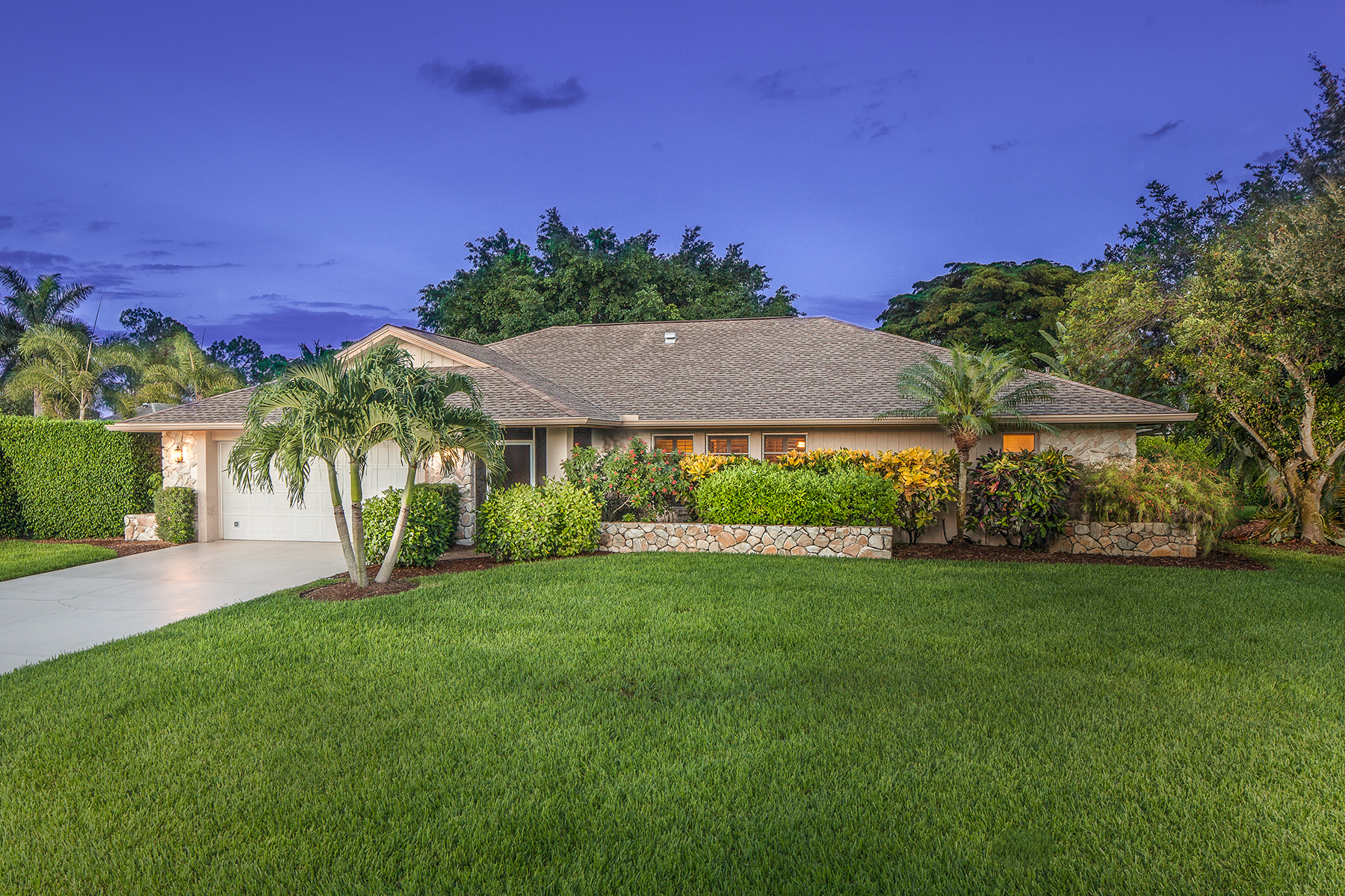 獨棟家庭住宅 為 出售 在 Naples 2201 Imperial Golf Course Blvd Naples, 佛羅里達州, 34110 美國