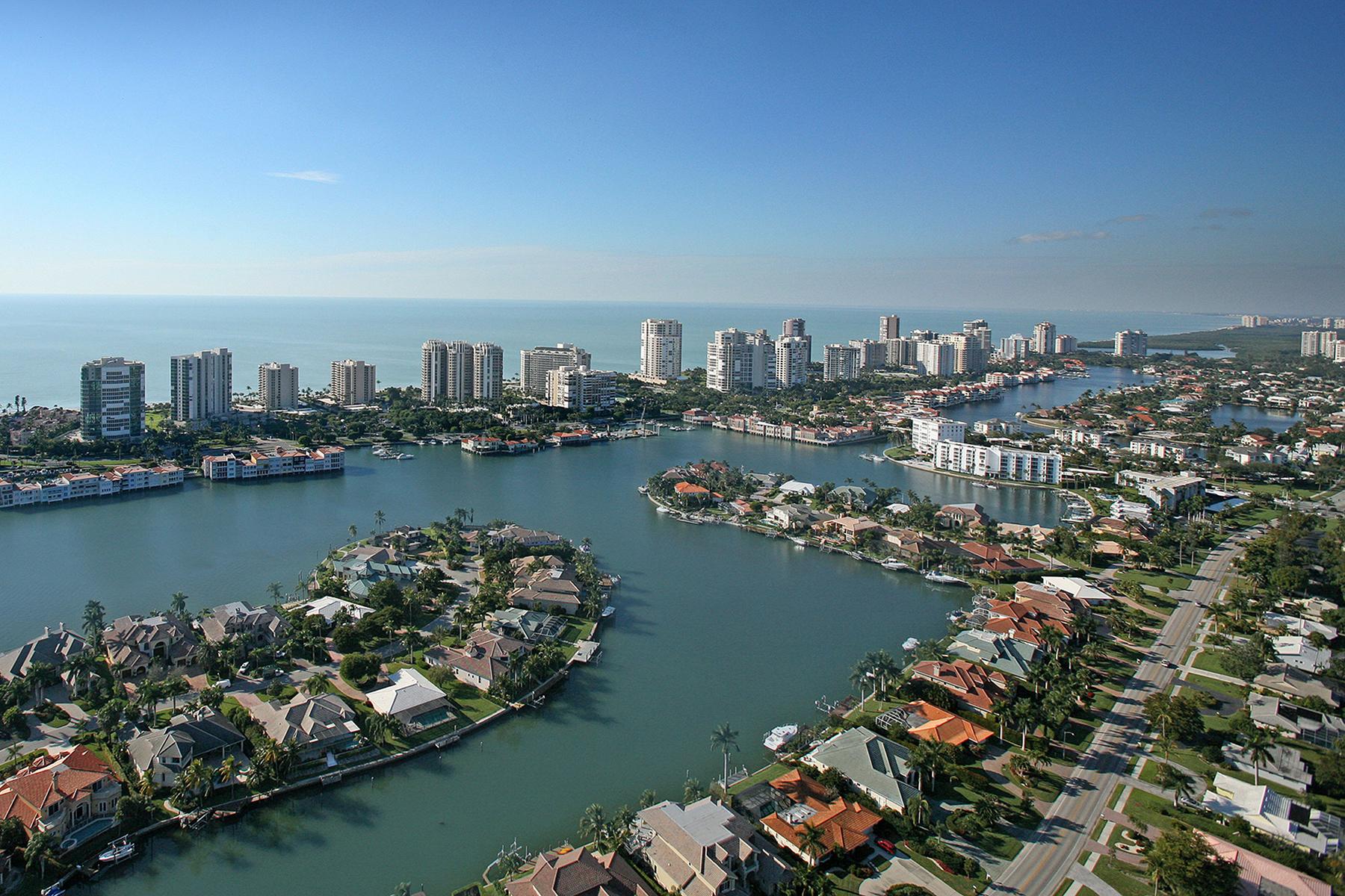 Casa para uma família para Venda às PARK SHORE 517 Turtle Hatch Rd Naples, Florida, 34103 Estados Unidos