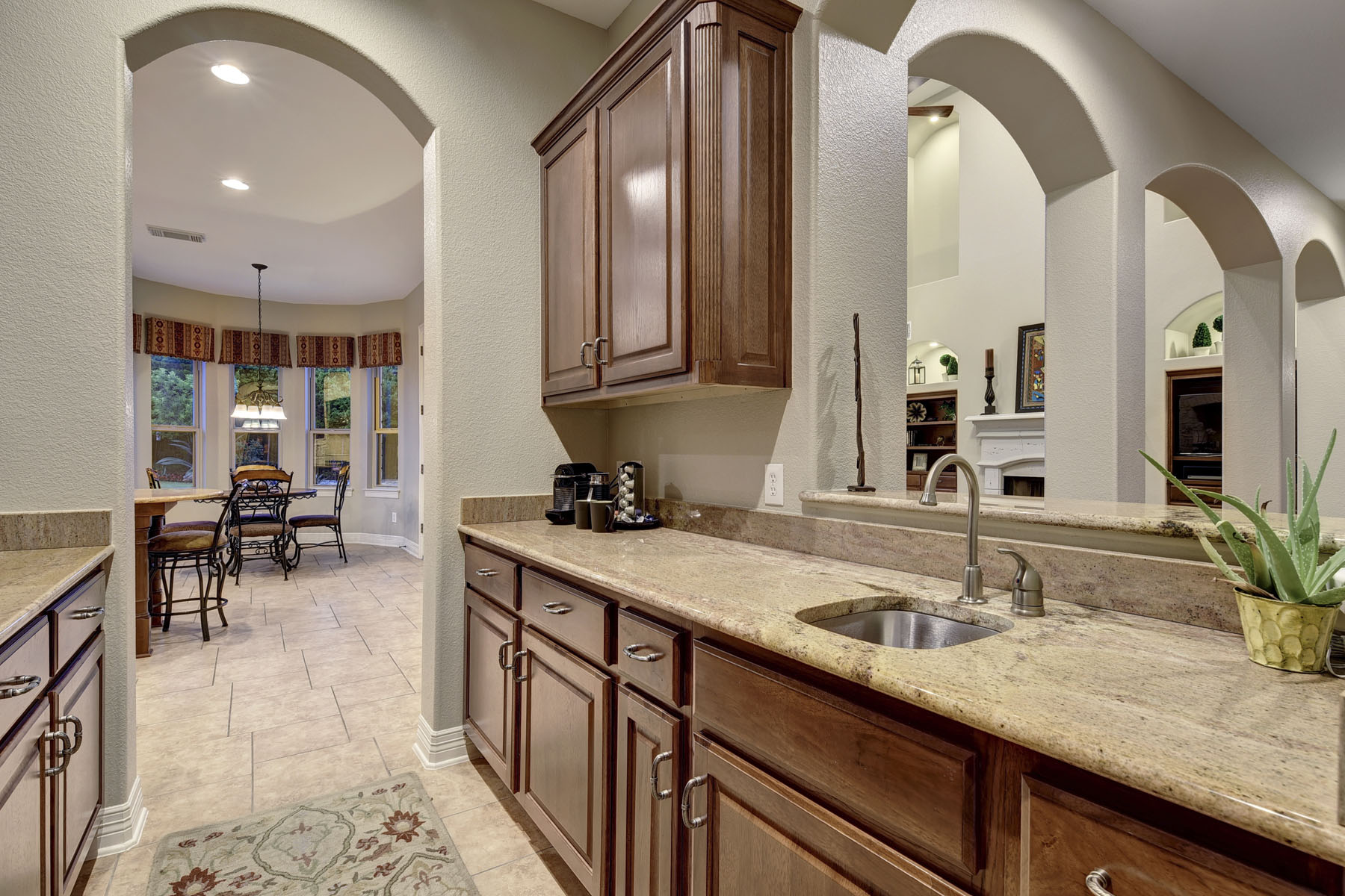 Additional photo for property listing at A Lifestyle Within Austin City Limits 7312 Turnbuoy Dr Austin, Texas 78730 Estados Unidos