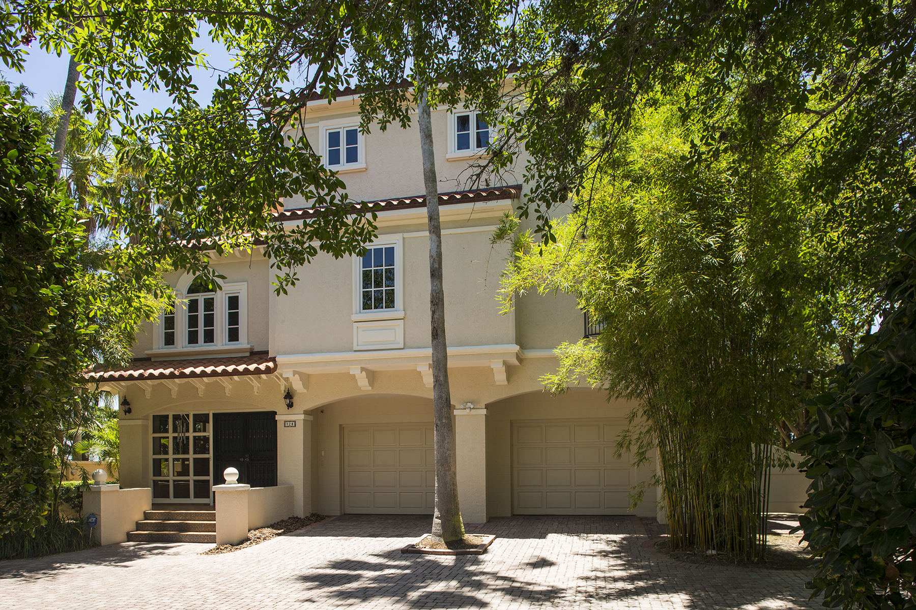 Vivienda unifamiliar por un Venta en PALM HARBOR 128 Carlyle Dr Palm Harbor, Florida, 34683 Estados Unidos