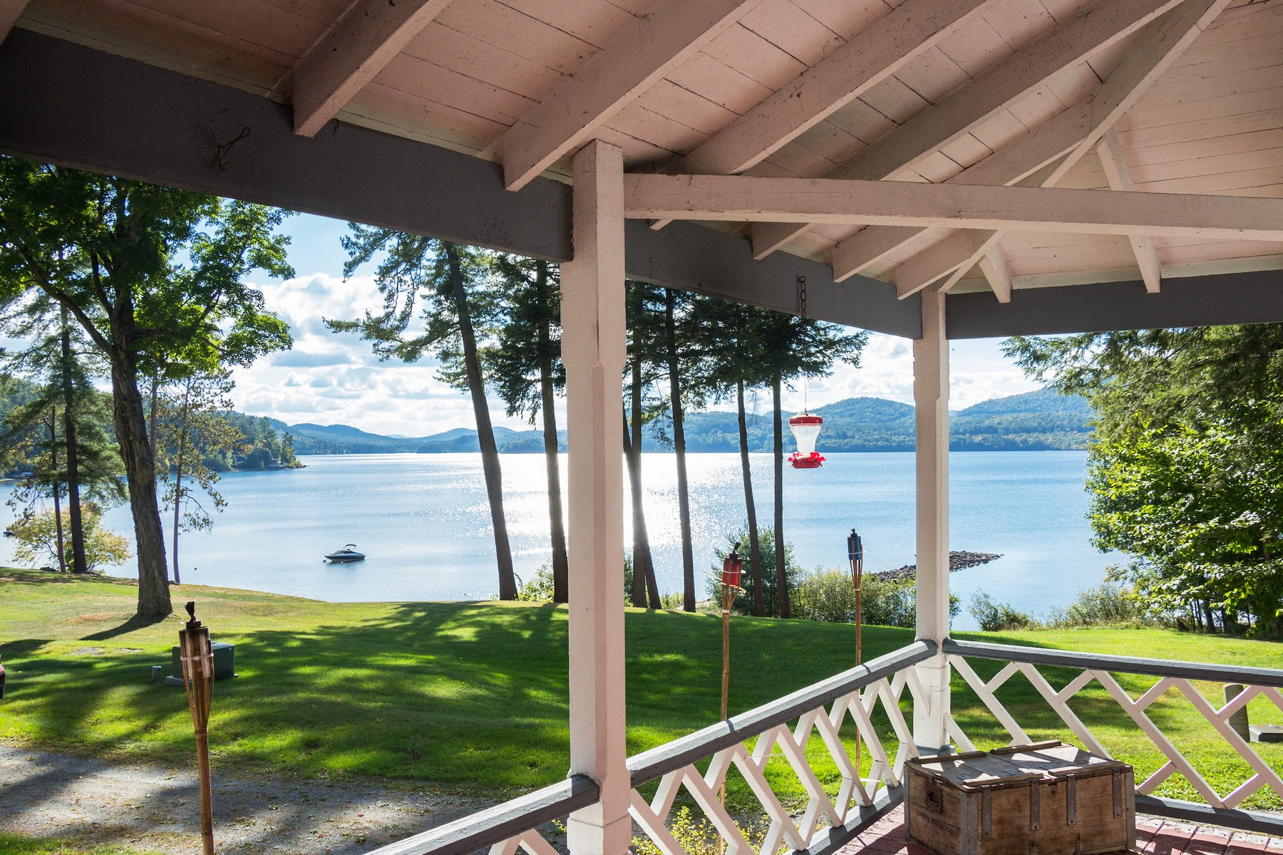 Maison unifamiliale pour l Vente à Stunning Schroon Lake Views 22 Erik Ln Adirondack, New York 12808 États-Unis