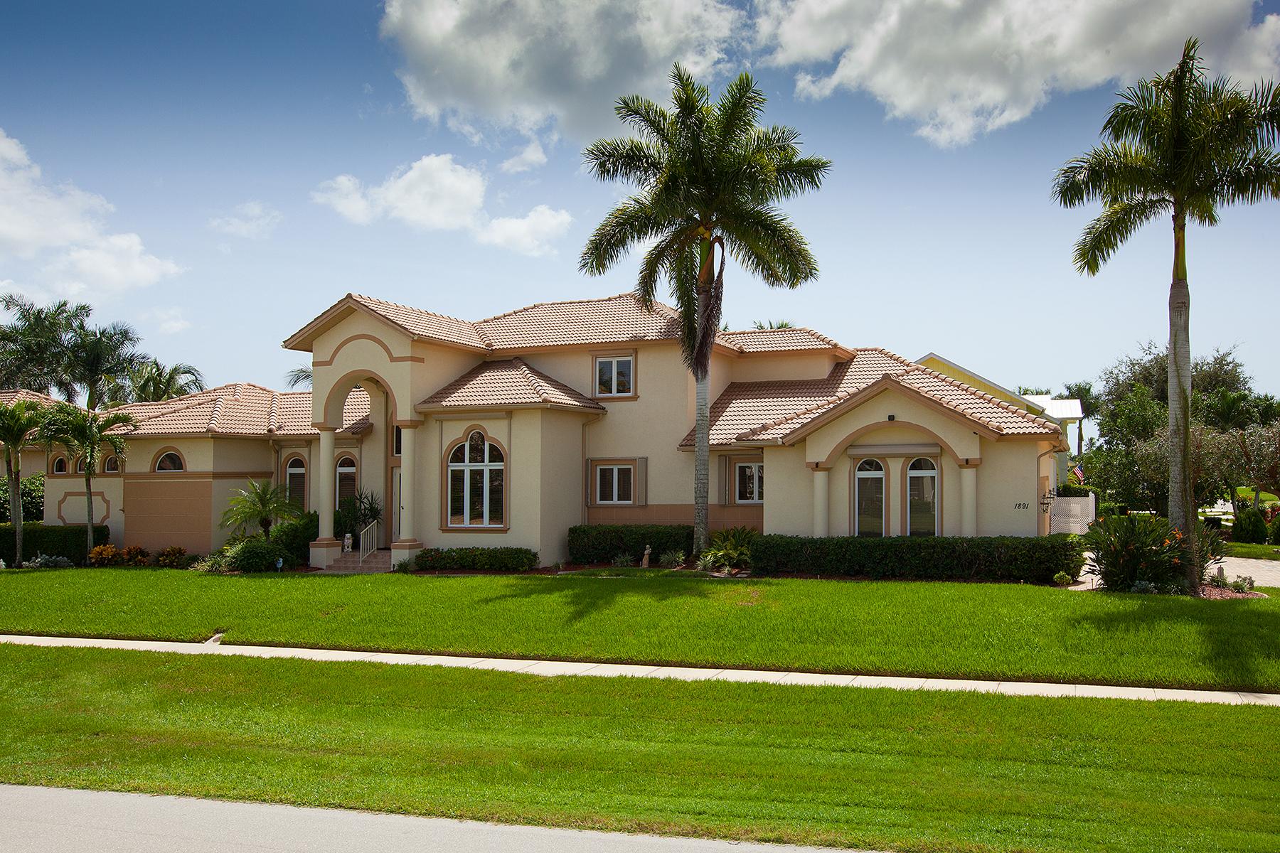 独户住宅 为 销售 在 MARCO ISLAND - HONDURAS AVENUE 1891 Honduras Ave 马可岛, 佛罗里达州, 34145 美国