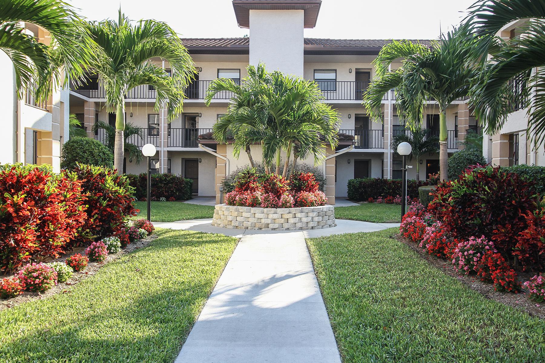 Condominio per Vendita alle ore FOXFIRE IN FOXWOOD 219 Fox Glen Dr 1304 Naples, Florida, 34104 Stati Uniti