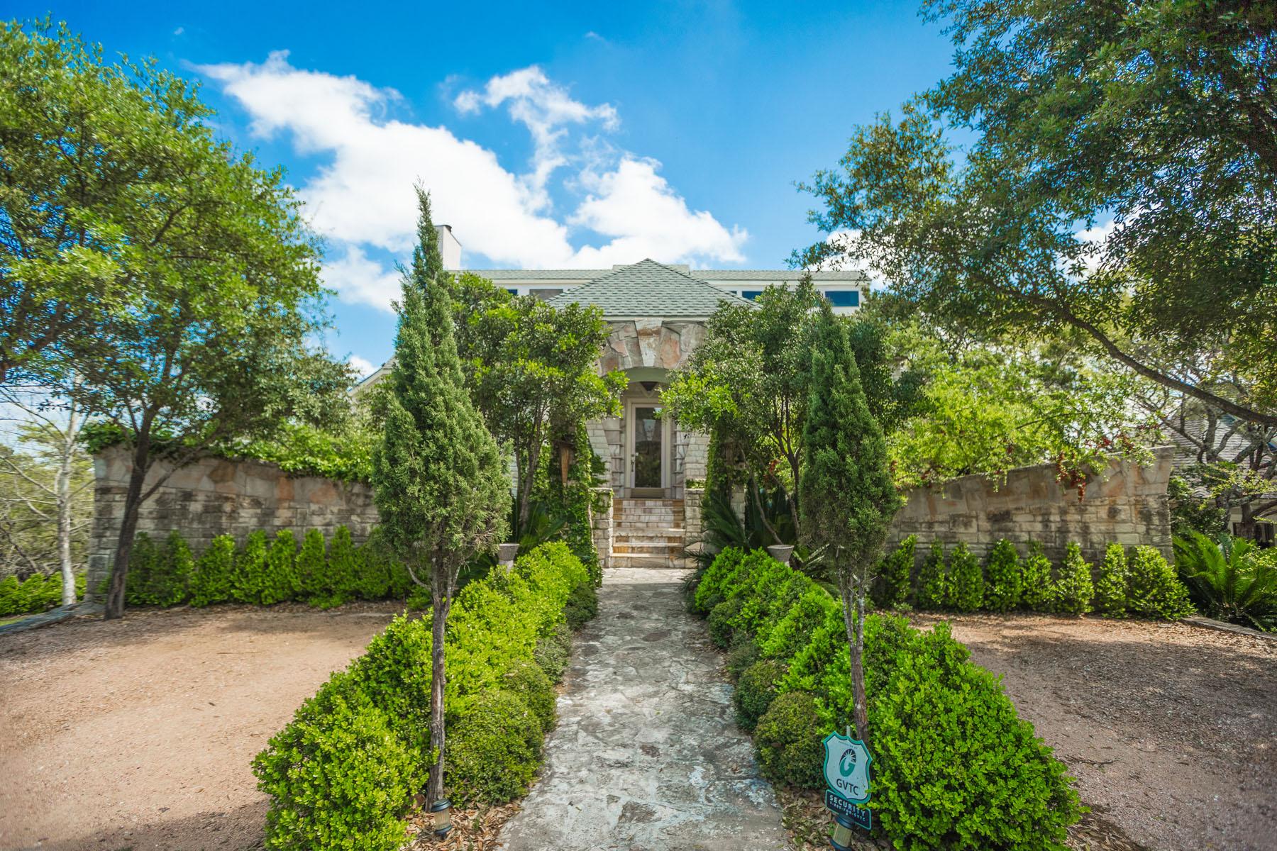 Vivienda unifamiliar por un Venta en Extraordinary Bulverde Estates Home 2469 Hiline Dr Bulverde, Texas 78163 Estados Unidos