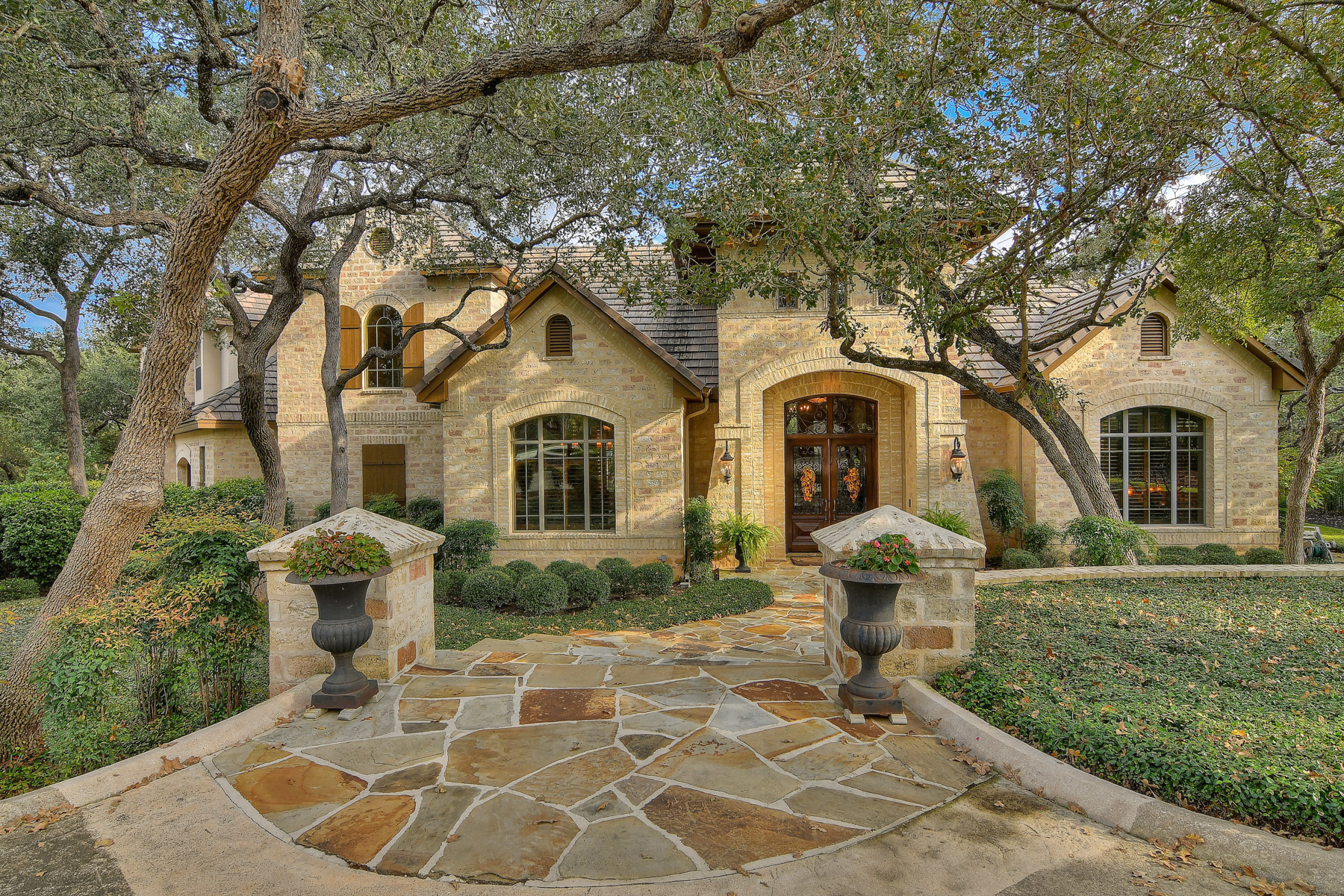 Single Family Home for Sale at Exquisite Home in Bentley Manor 106 Geddington Shavano Park, Texas 78249 United States