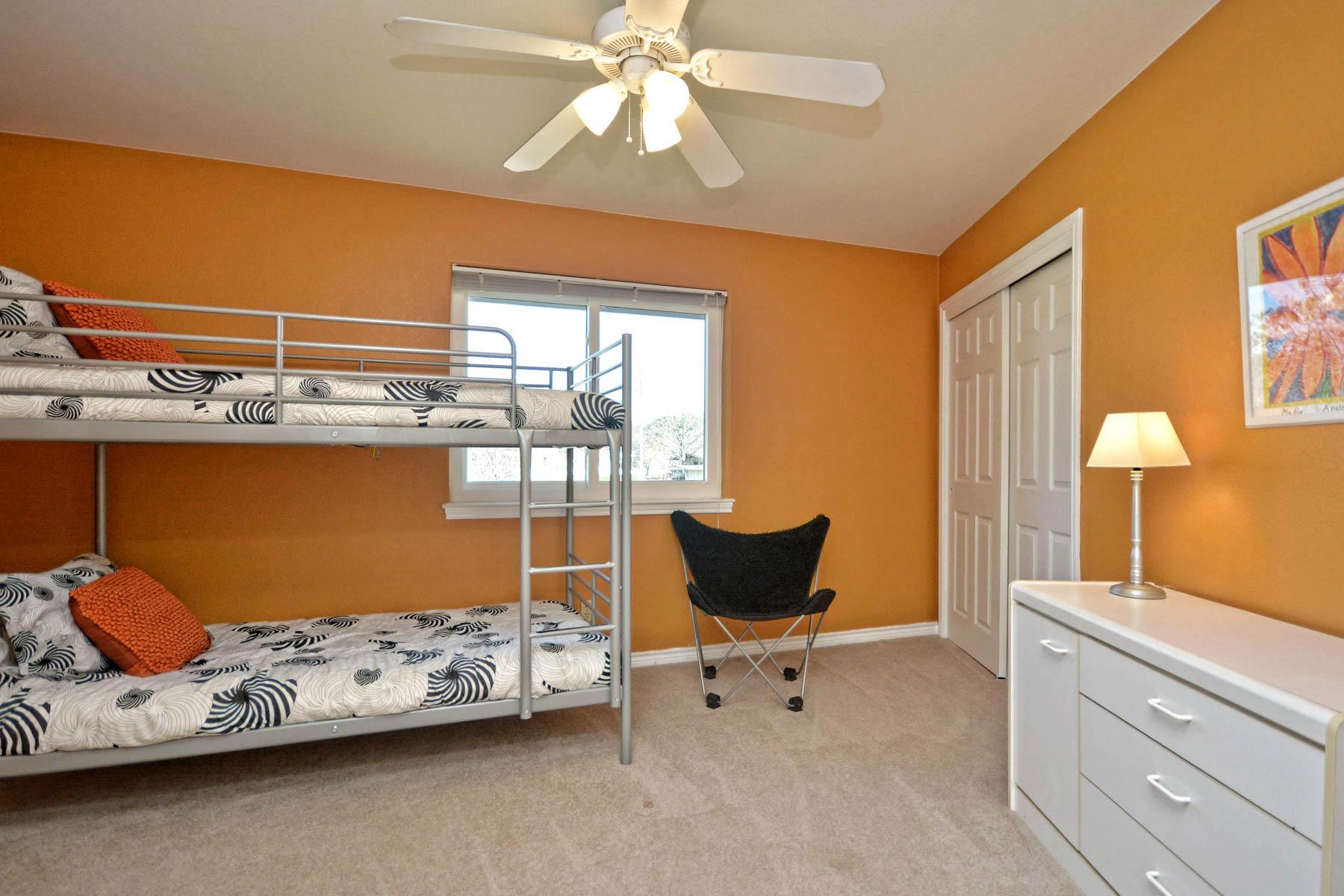 Additional photo for property listing at Enjoy the Good Life on Lake LBJ 110 Circle Pt Kingsland, Texas 78639 United States